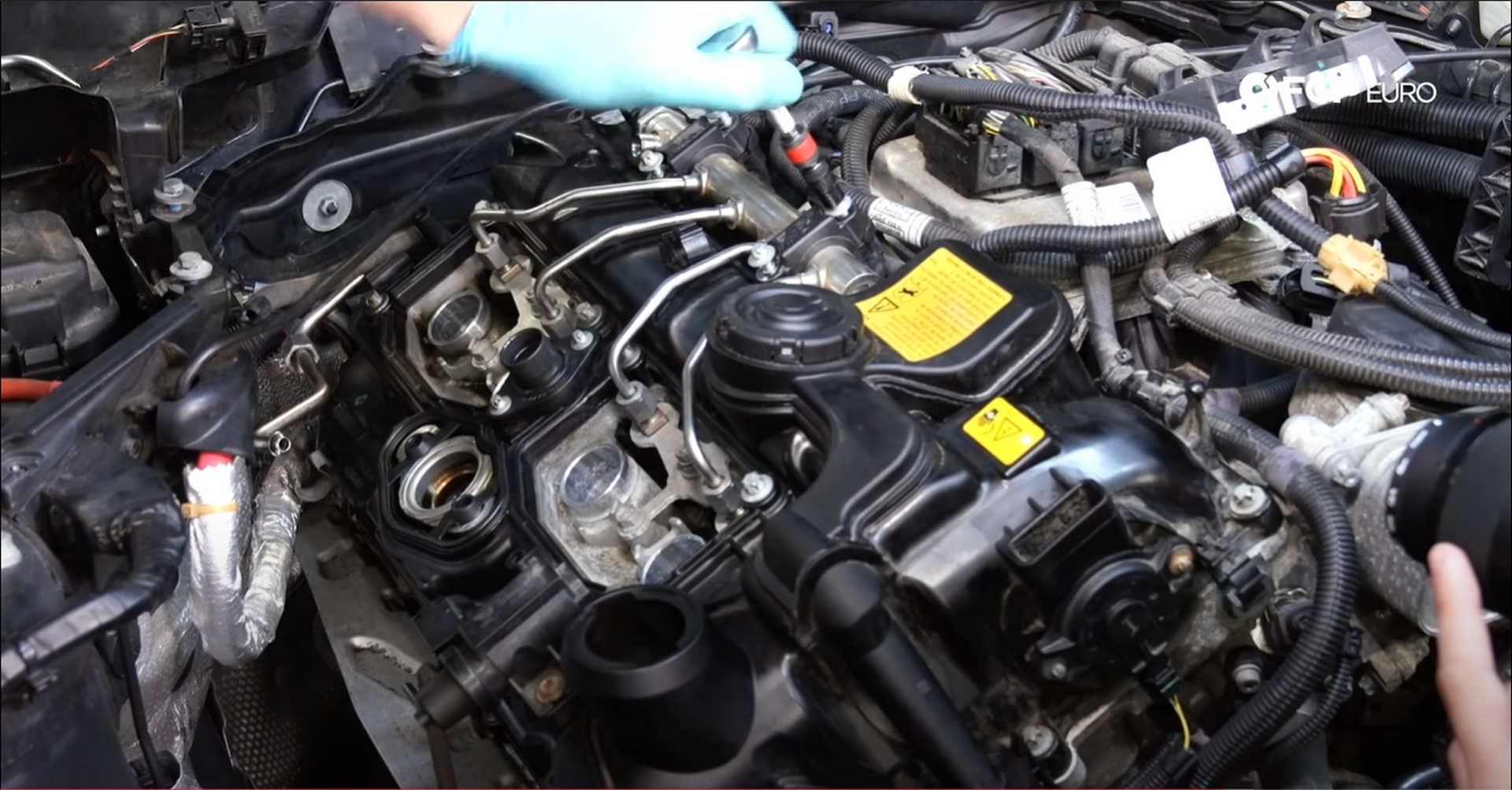 DIY BMW N20 Timing Chain tightening the fuel rail clamps