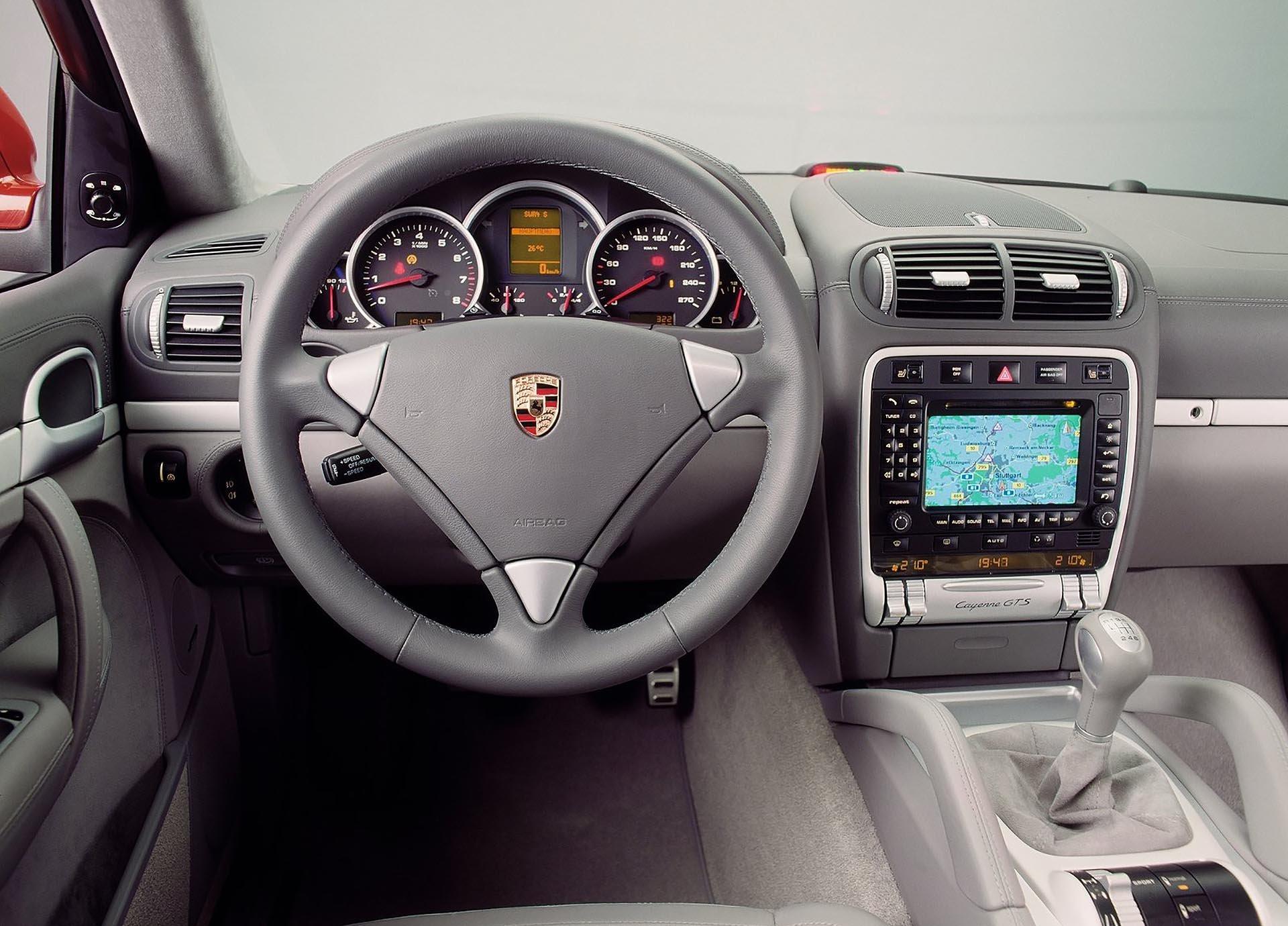 955 Porsche Cayenne Infotainment display