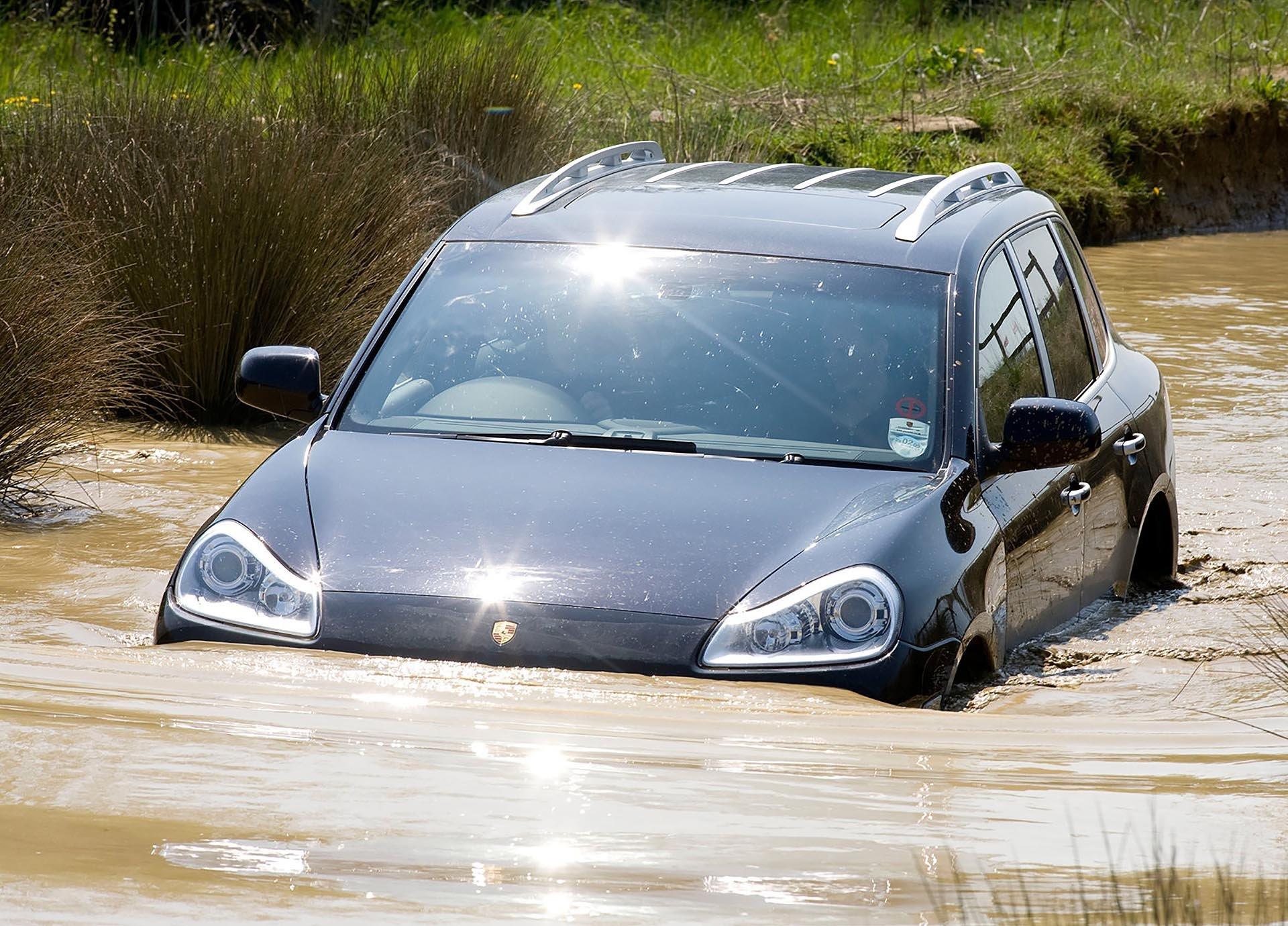 Porsche 957 Cayenne river crossing