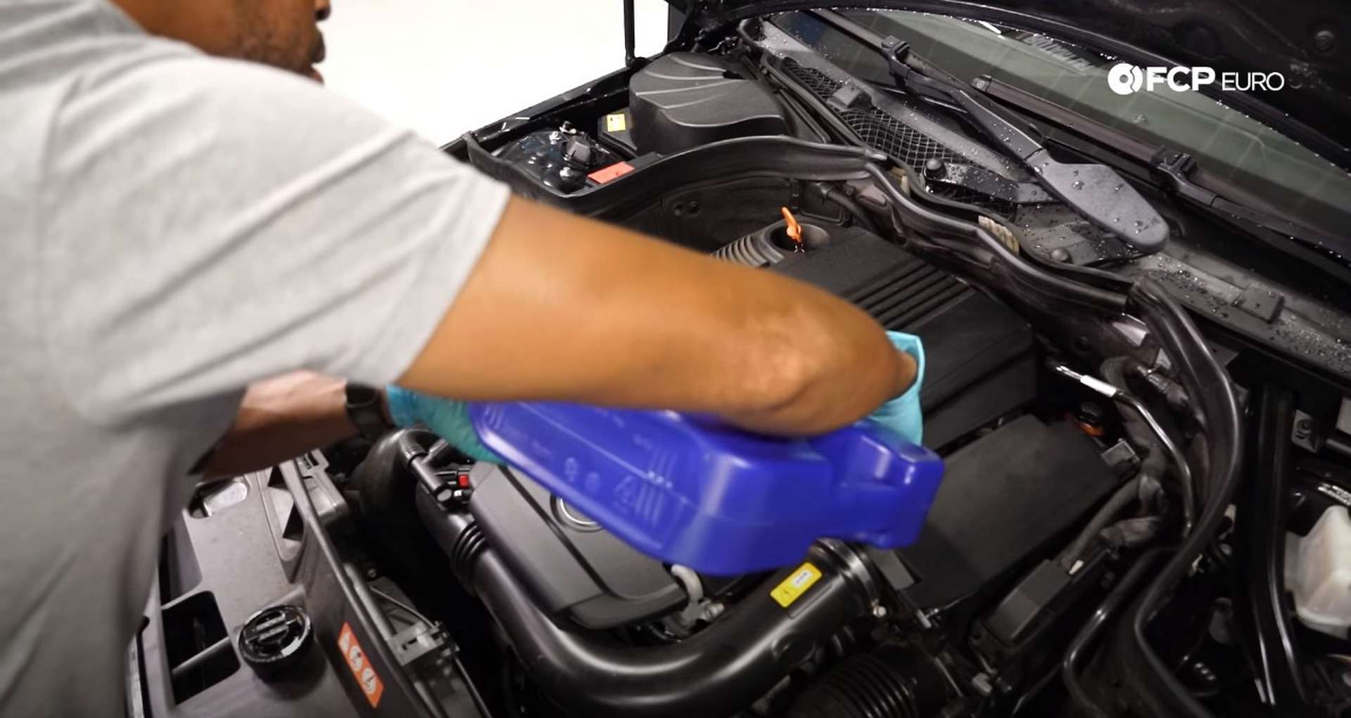 DIY Mercedes M271 Oil Change filling the engine with 5.5 liters of oil