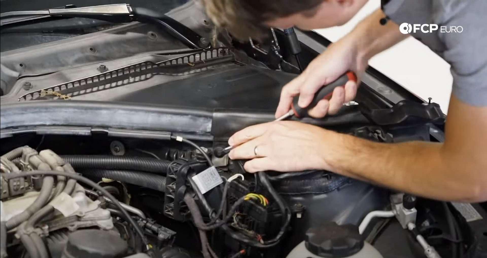 DIY BMW N20 Vacuum Pump removing the cowl seal clips