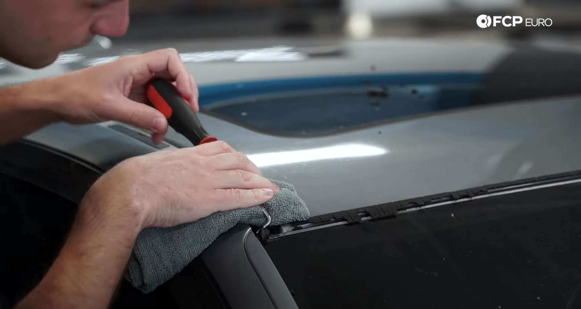 DIY BMW E9X Windshield Replacement removing the rubber seal