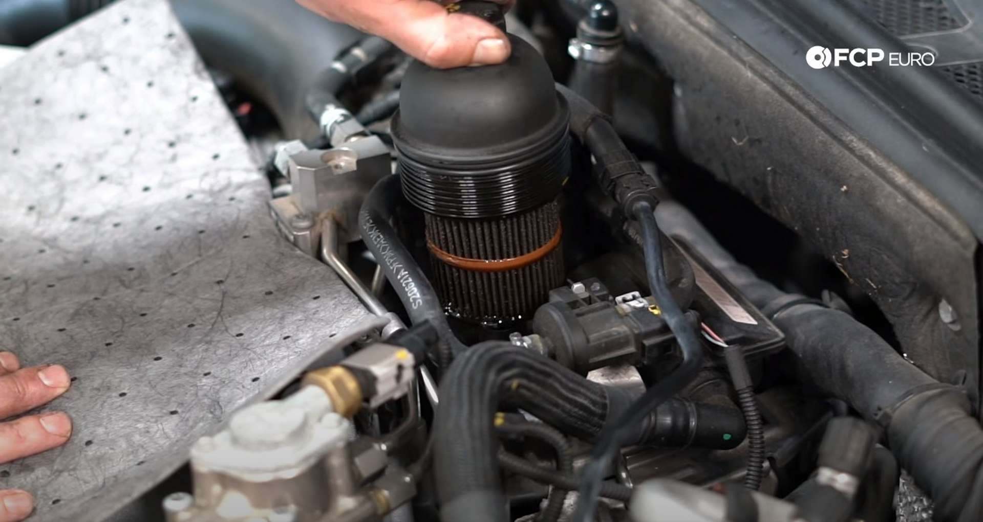 DIY Audi 4.2L V8 Oil Change draining the oil from the oil filter