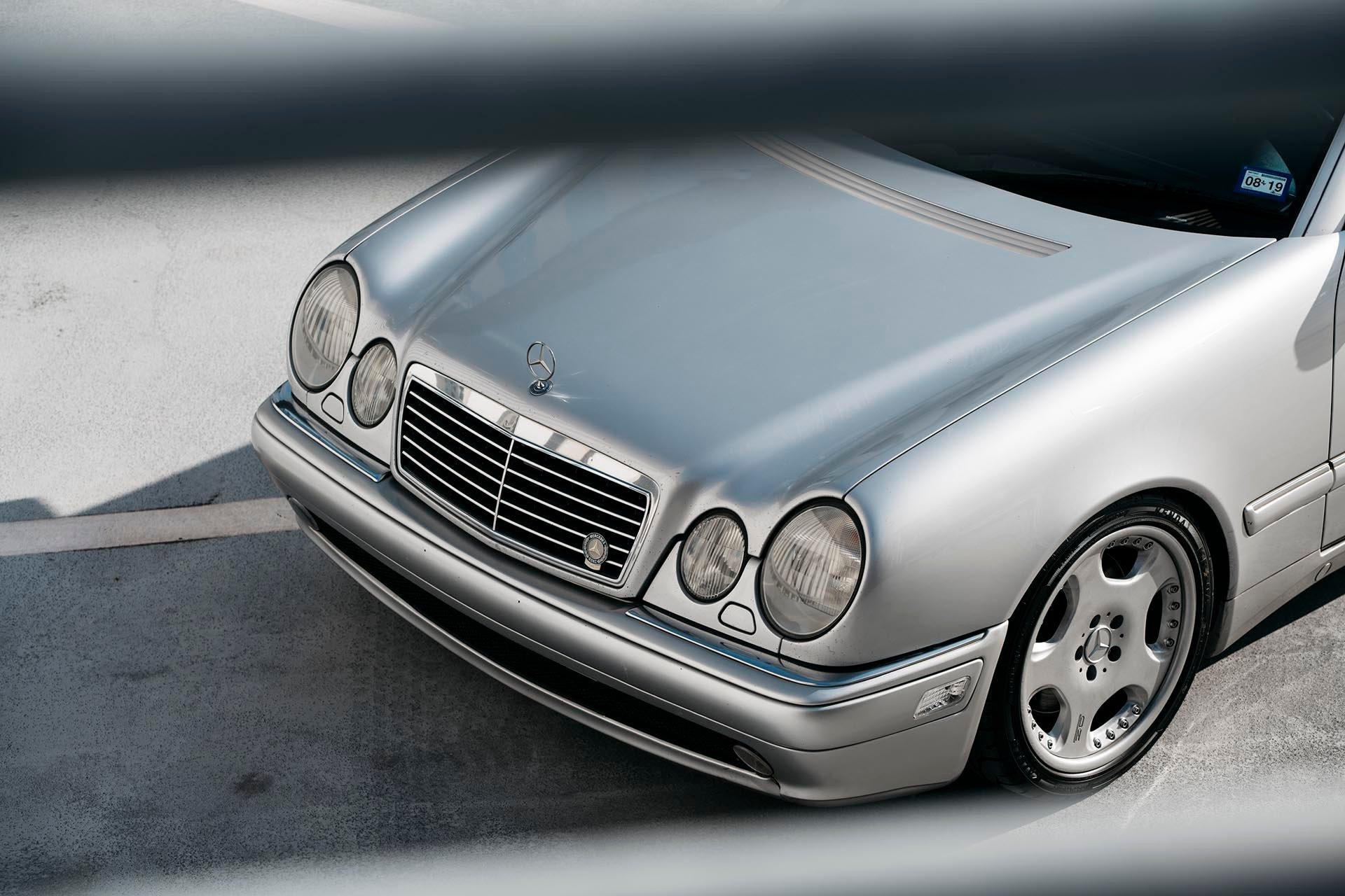 03_Mercedes-Benz E55 AMG manual front grill