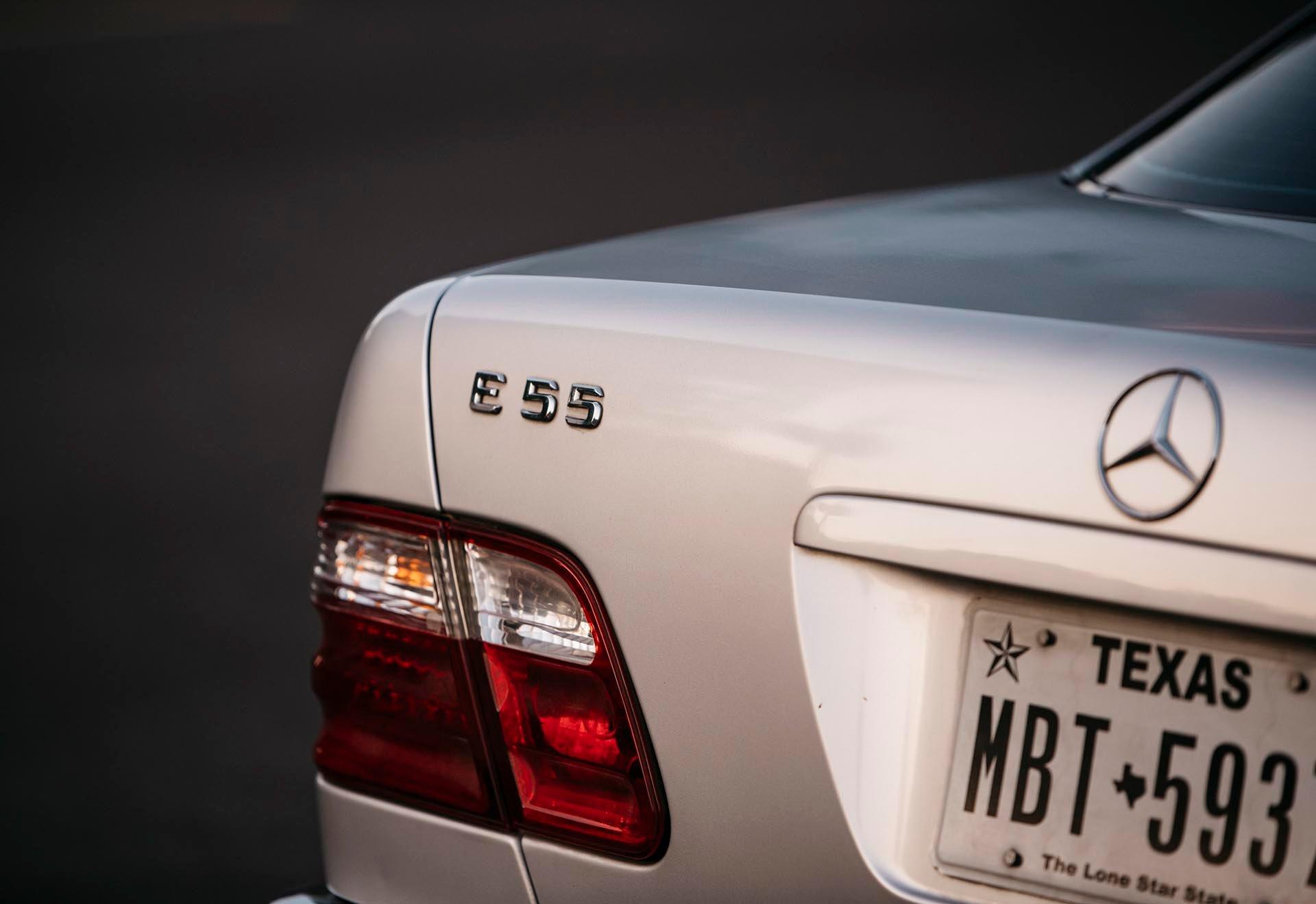 04_Mercedes-Benz E55 AMG badge