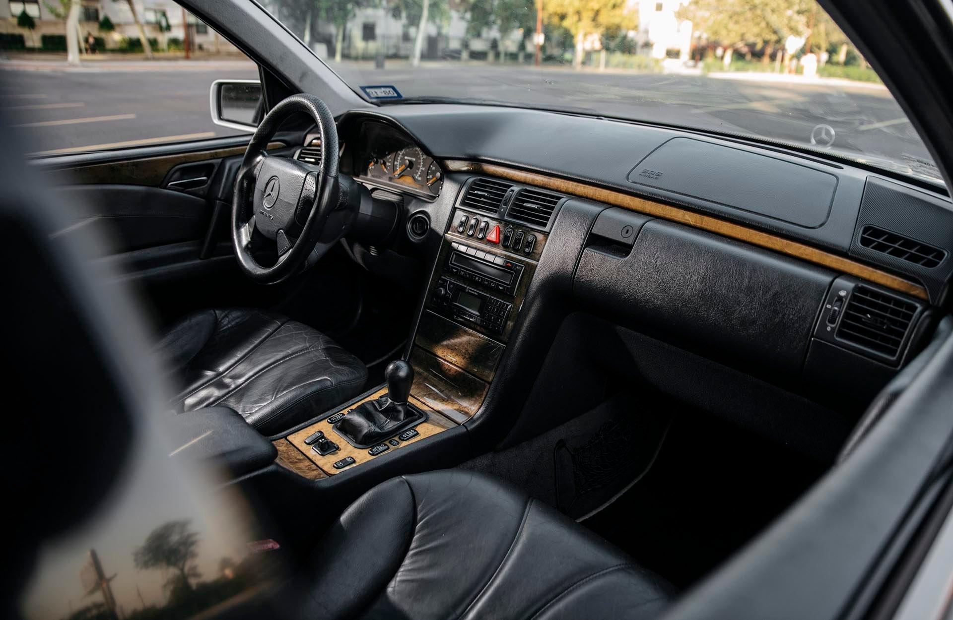 05_Mercedes-Benz E55 AMG manual interior