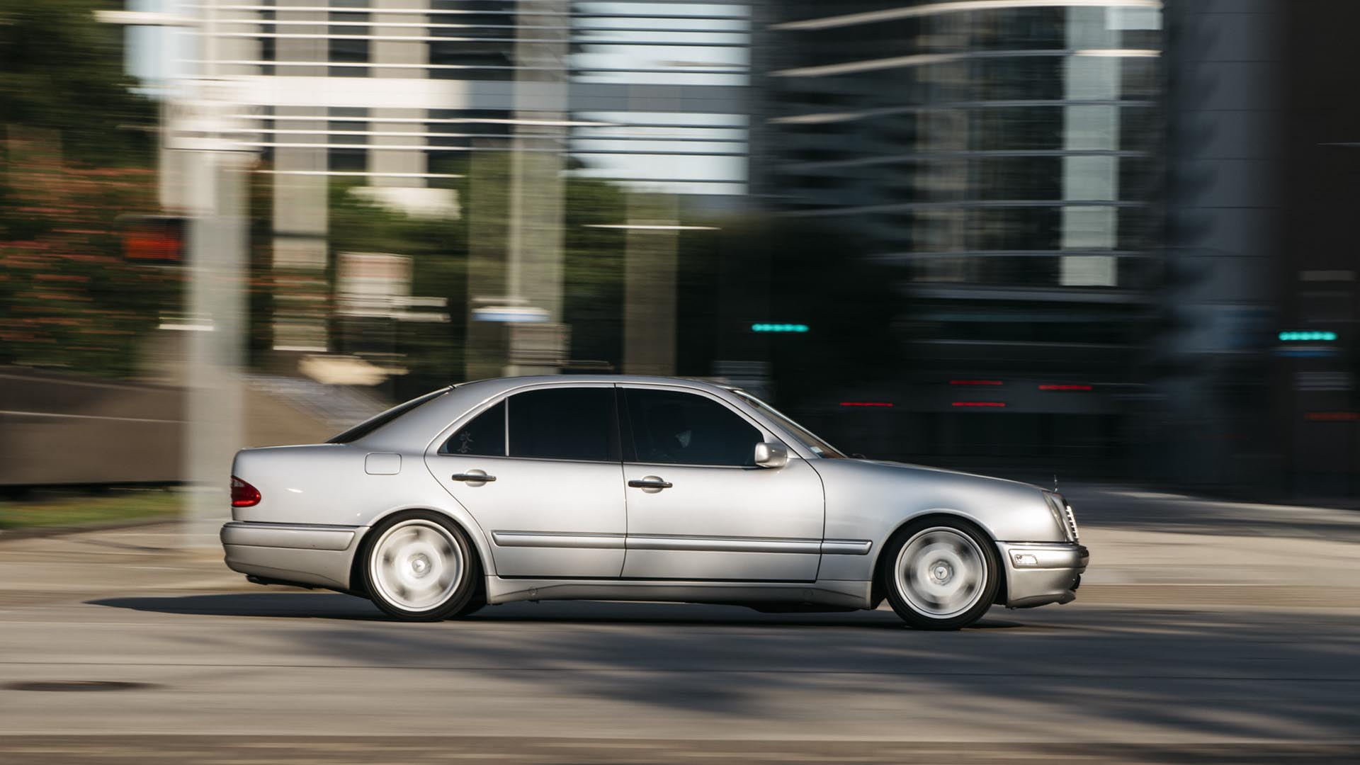 06_Mercedes-Benz E55 AMG manual swapped action01