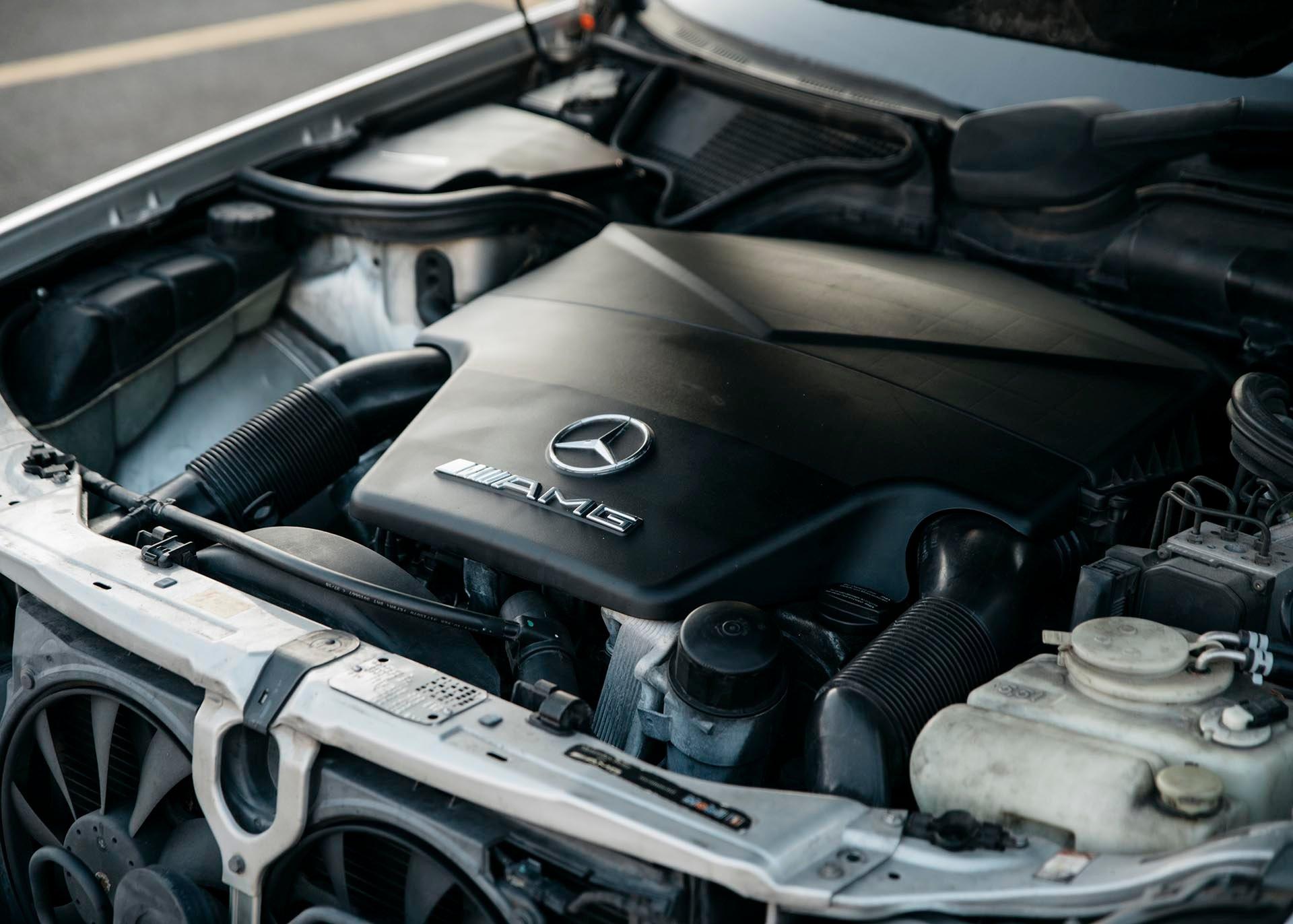 10_Mercedes-Benz E55 AMG manual 5.4 L V8