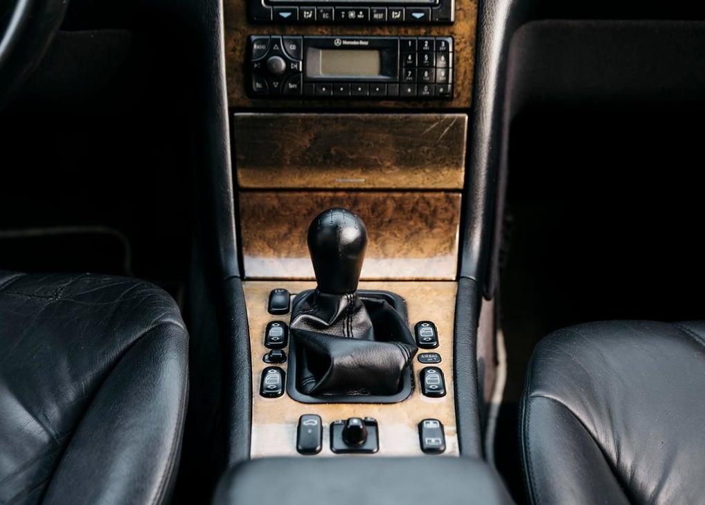 13_Mercedes-Benz E55 AMG manual shift knob center console