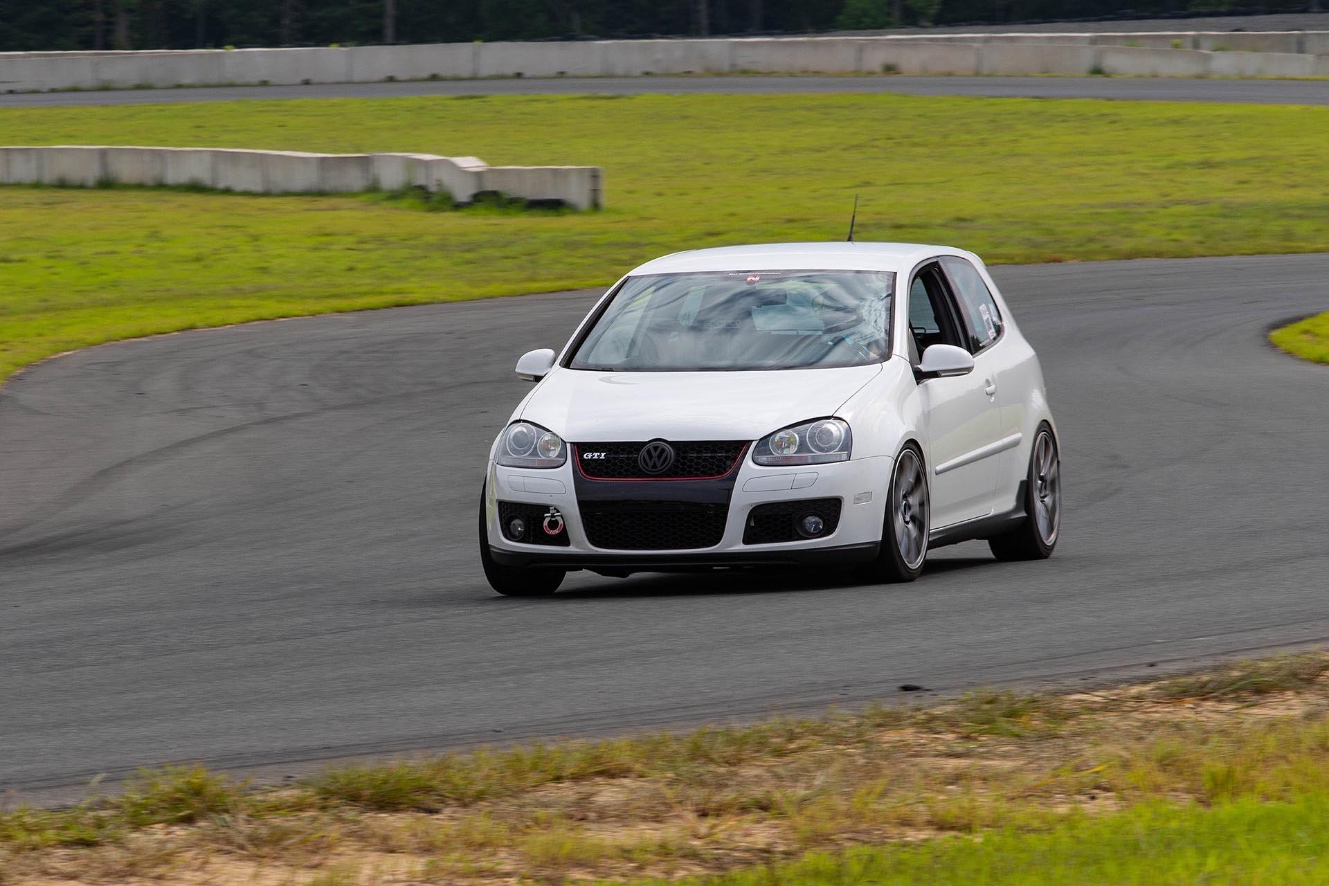 06_VW Mk5 White GTI 6-speed on track