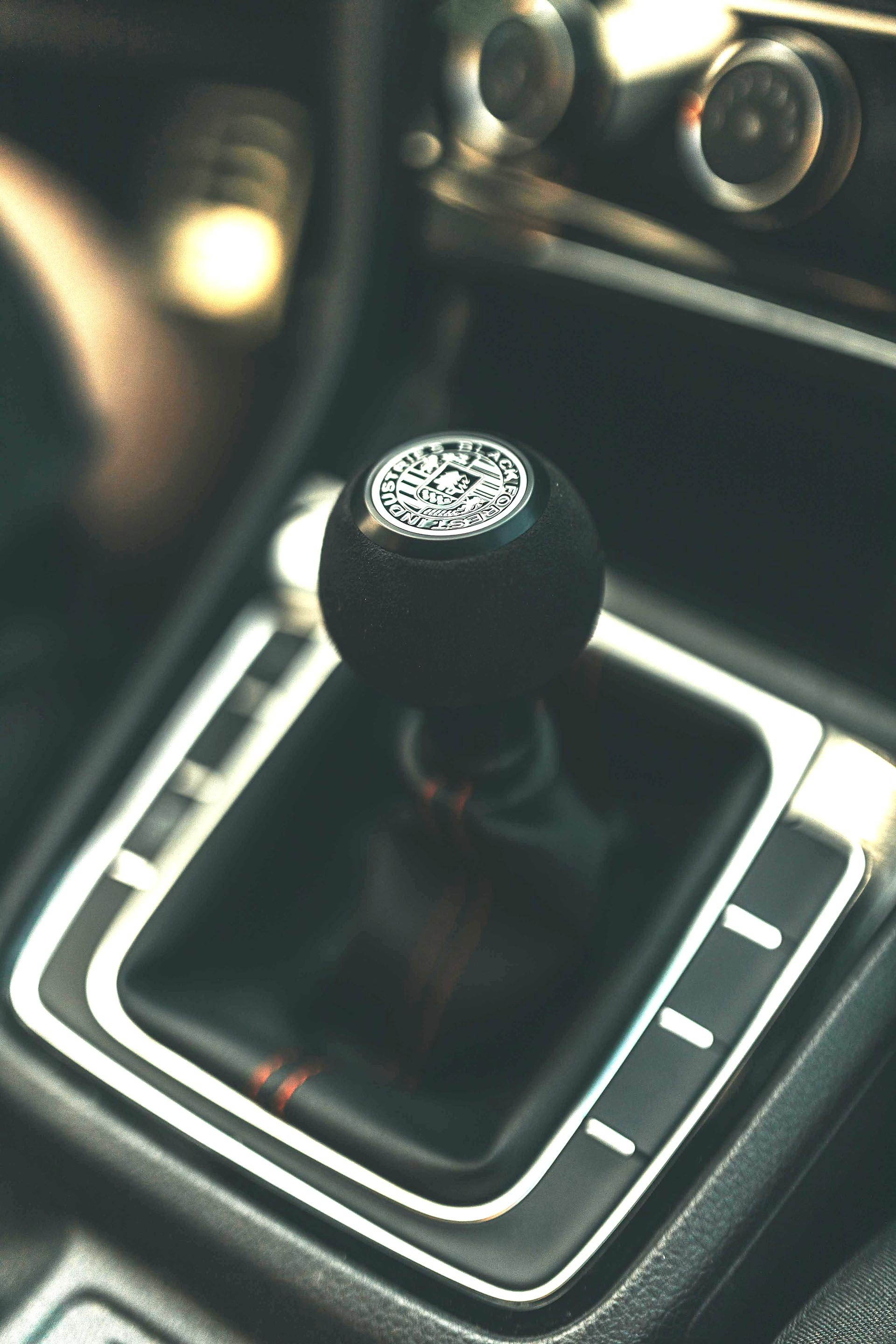 21_Mk7 GTI manual shifter with black forest industries shift knob