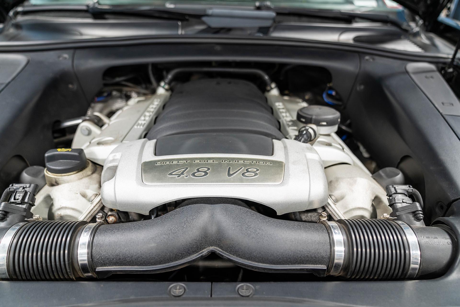 04_Porsche 957 cayenne GTS 4.8 V8 Engine Bay