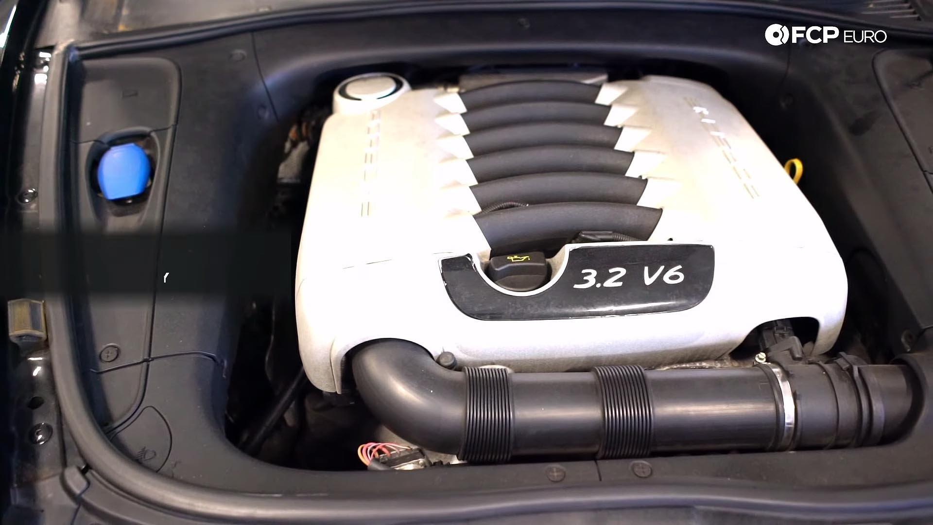 06_955 Porsche Cayenne Base 3.2 VR6 engine bay