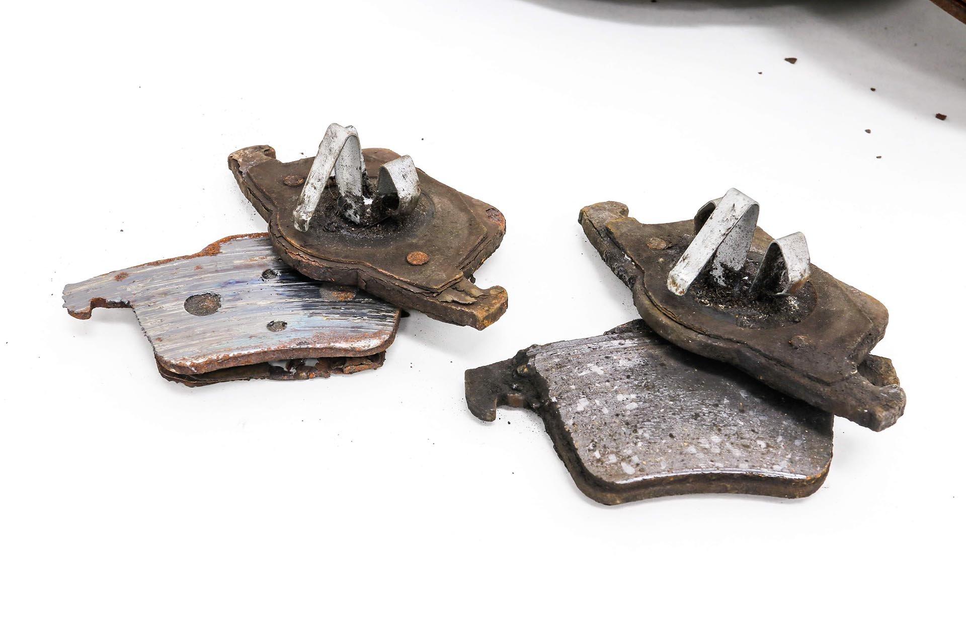 04_Worn brake pads and backing plates