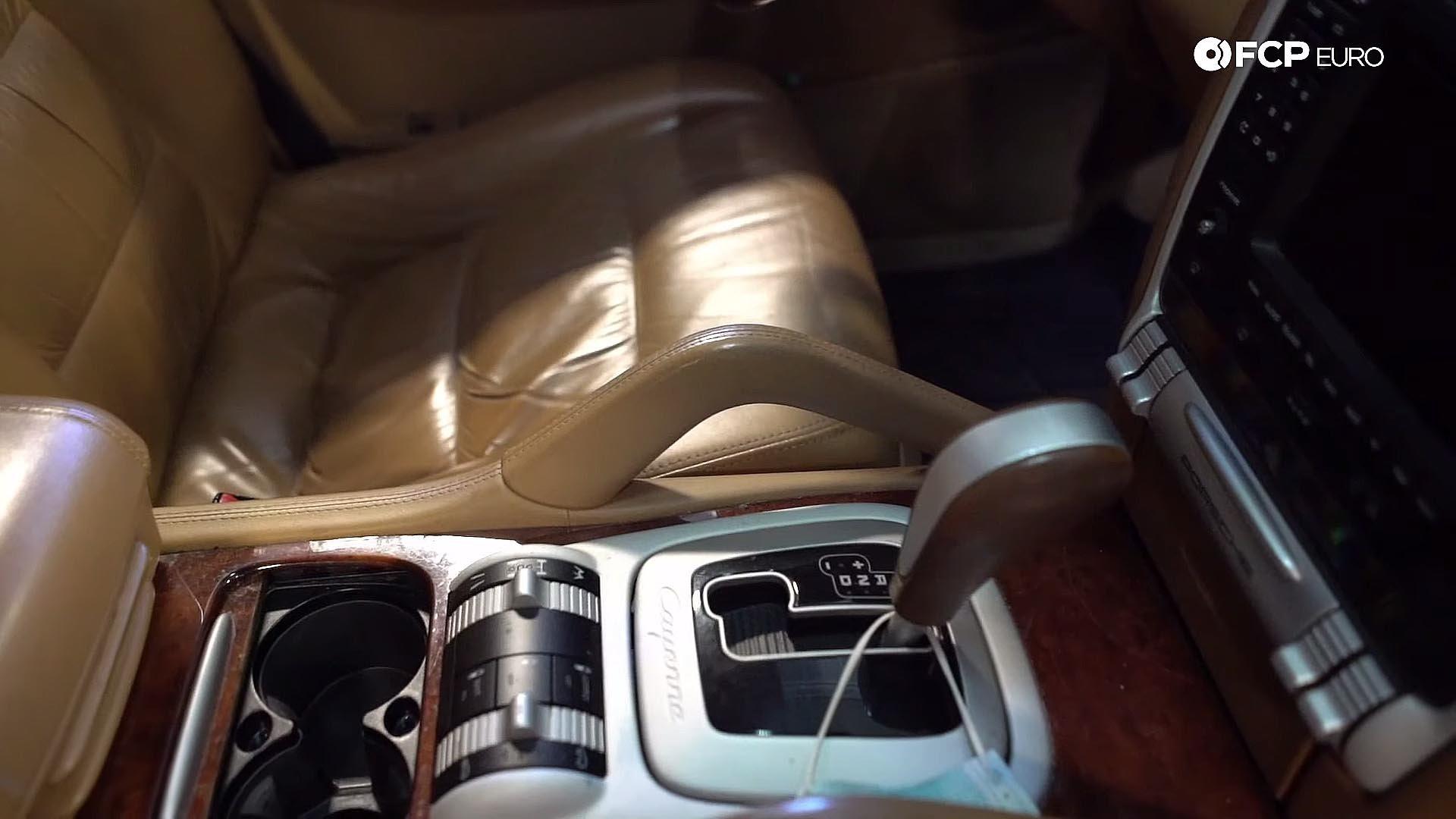 07_Porsche 955 Cayenne Turbo tan with wood trim worn