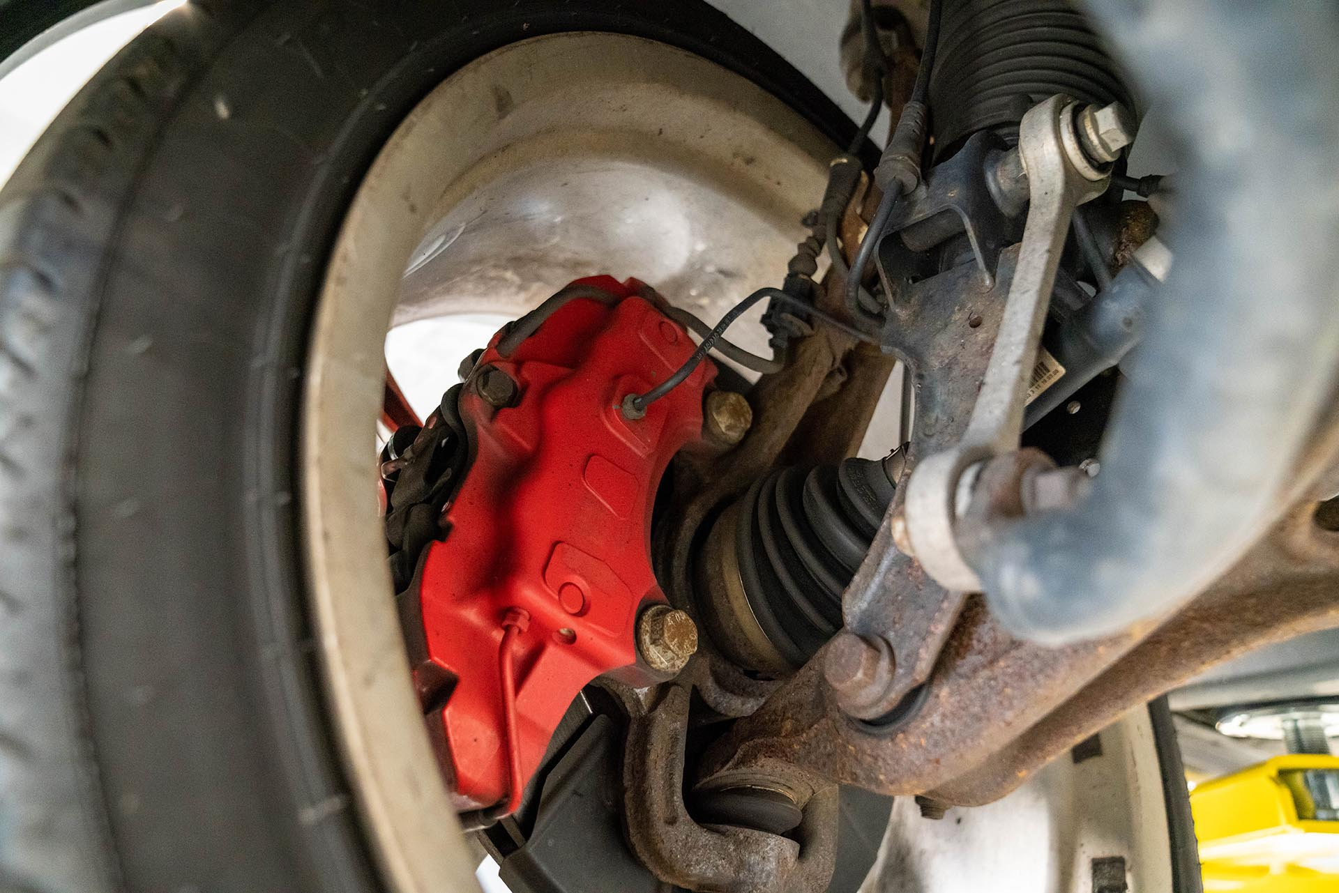 05_Porsche 957 Cayenne ABS sensor brakes inside