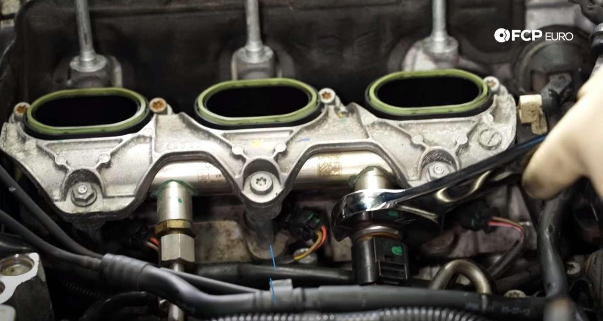 DIY Audi 3.0t Walnut Blasting Intake Valves installing the fuel pressure sensor