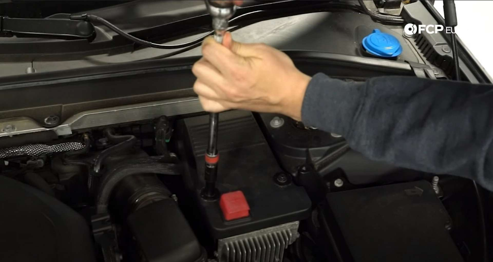 DIY Volvo SPA auxiliary Battery Check and Replacement disconnecting the battery cables