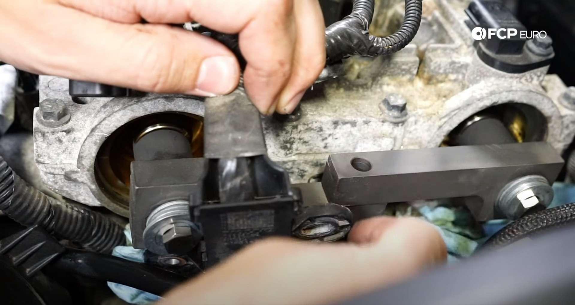 DIY Volvo P1 Water Pump Replacement installing the cam locking tool