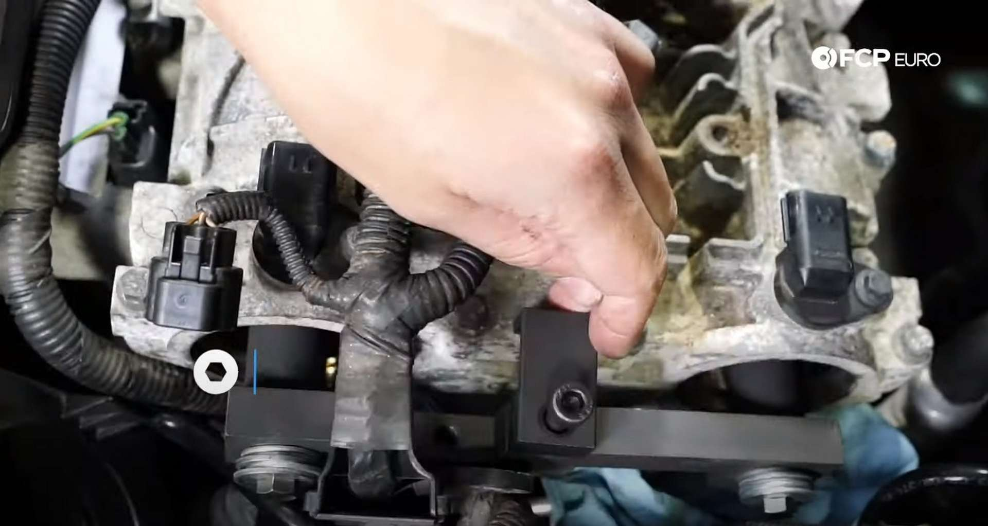 DIY Volvo P1 Water Pump Replacement installing the lock for the cam locks
