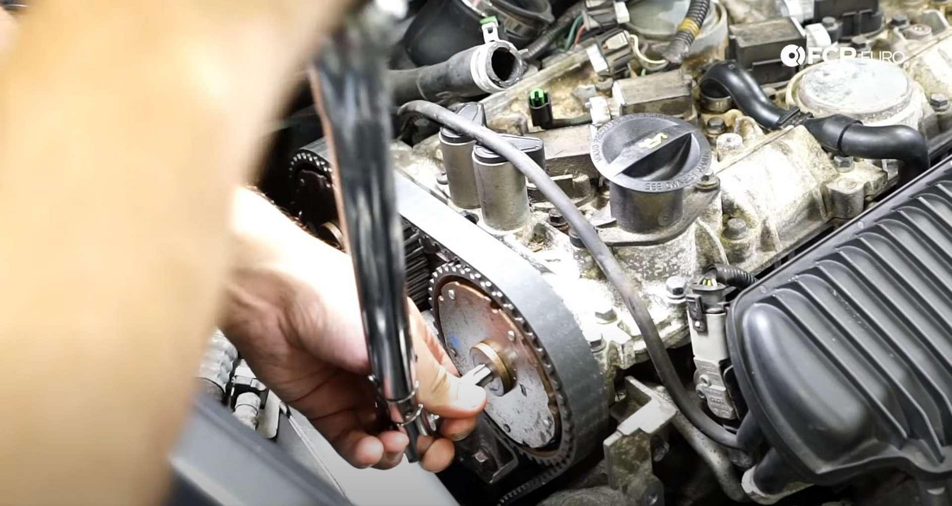 DIY Volvo P1 Water Pump Replacement torquing the cam sprocket plugs