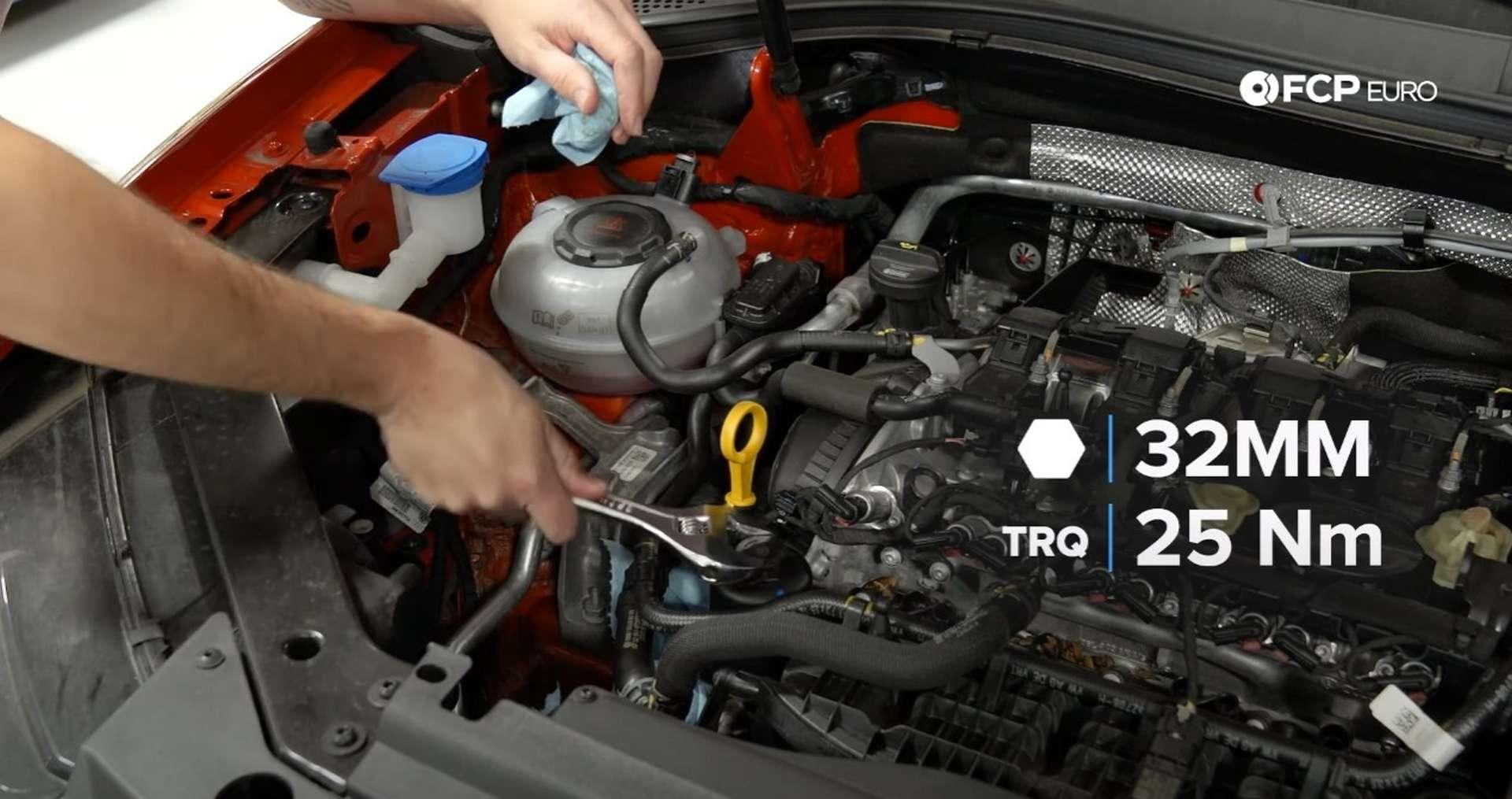 DIY Volkswagen EA888 Oil Change torquing the cap