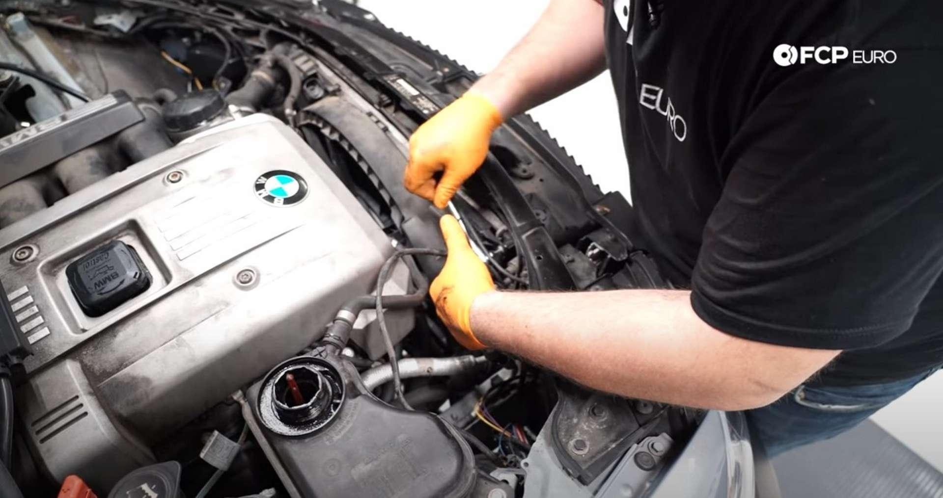 DIY BMW N52 Drive Belt Replacement installing the fan shroud fastener