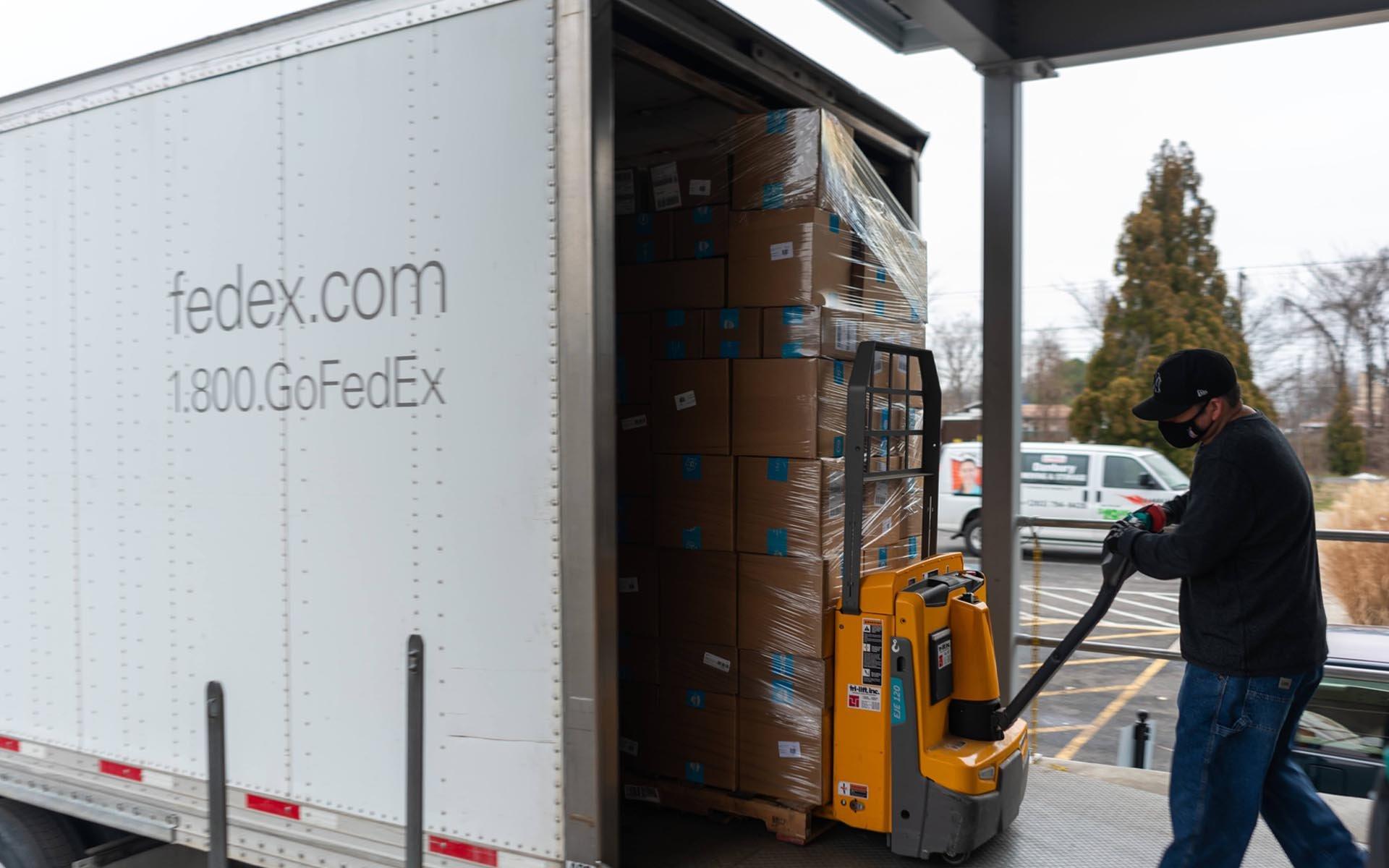 fcpeuro-paw-fedex-truck-full
