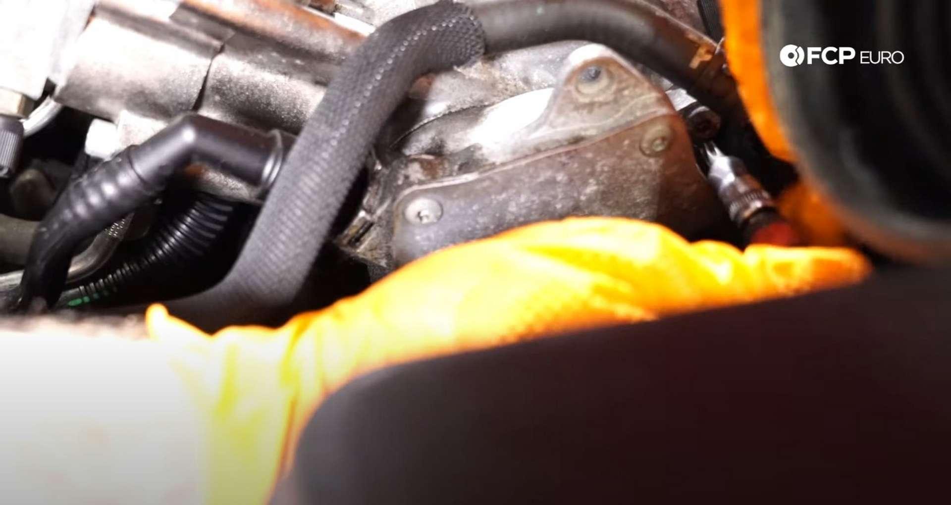 DIY VW GTI MK.5 Vacuum Pump Replacement T30 fastener location