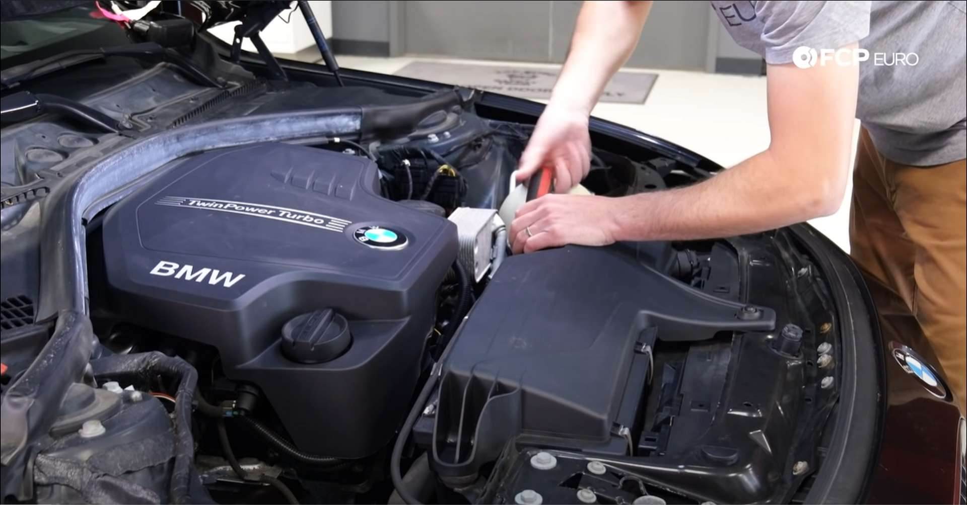 01-DIY-N20-Water-Pump-Thermostat-Replacement_Removing-Intake