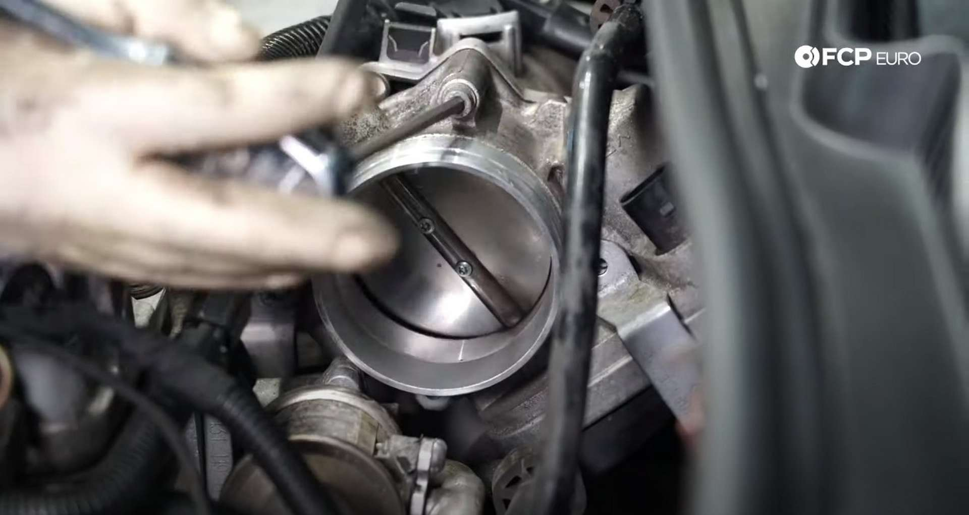 27-DIY-VW-VR6-Valve-Cover-Gasket-Clearing-Engine