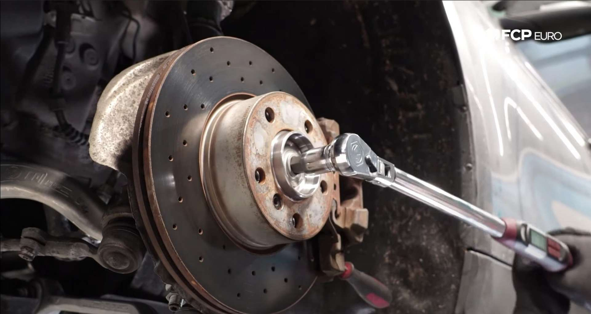 14-DIY-BMW-F30-Front-Axle-Replacement_Refitting-Brakes