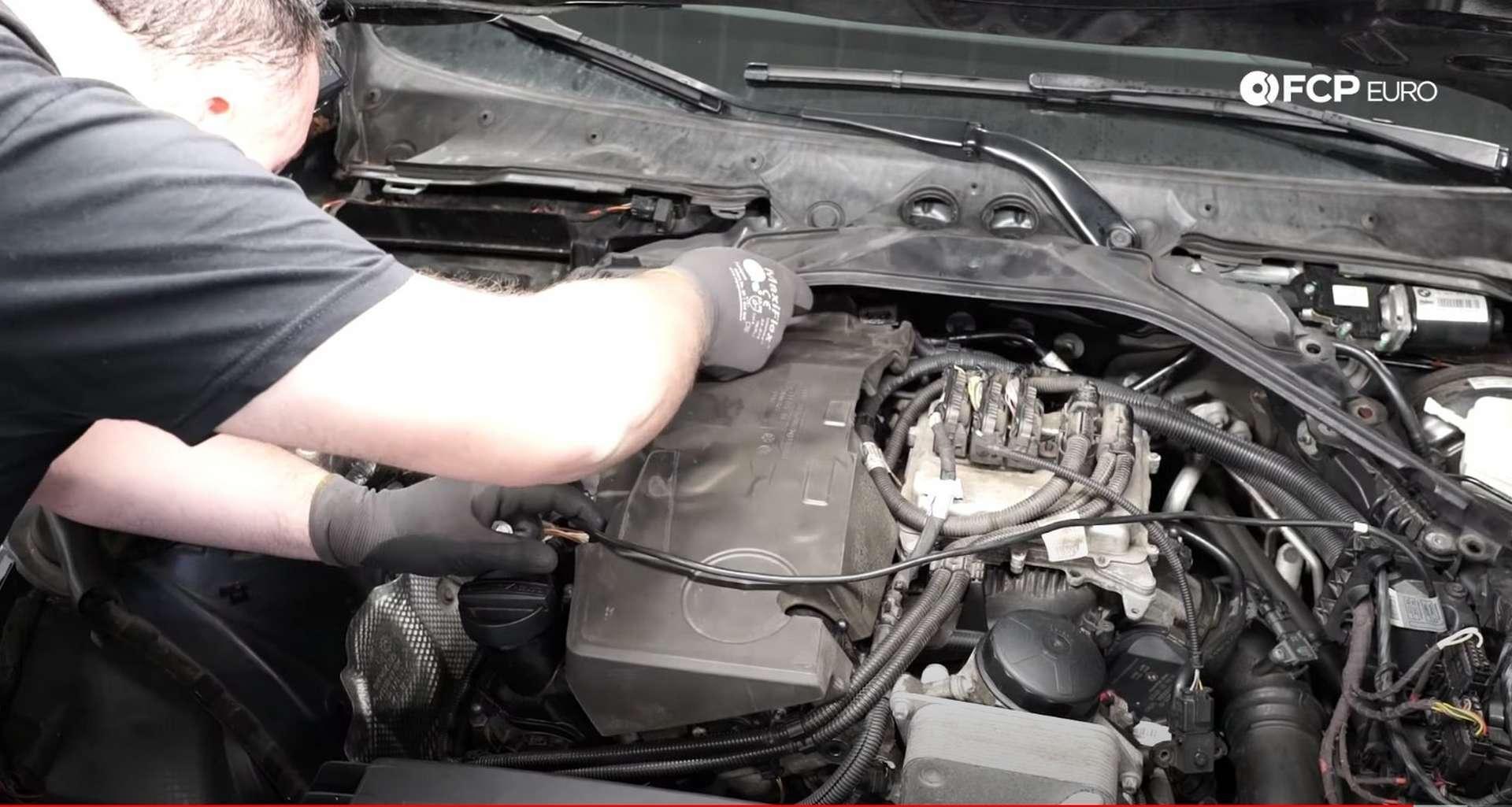 21-DIY-BMW-F30-High-Pressure-Fuel-Pump-Replacement_Refitting-Plastics