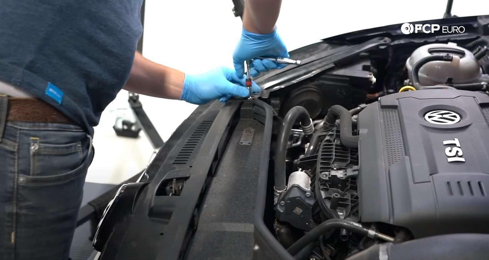 01-DIY_VW_GTI_Clutch-Job-Removing-Intake