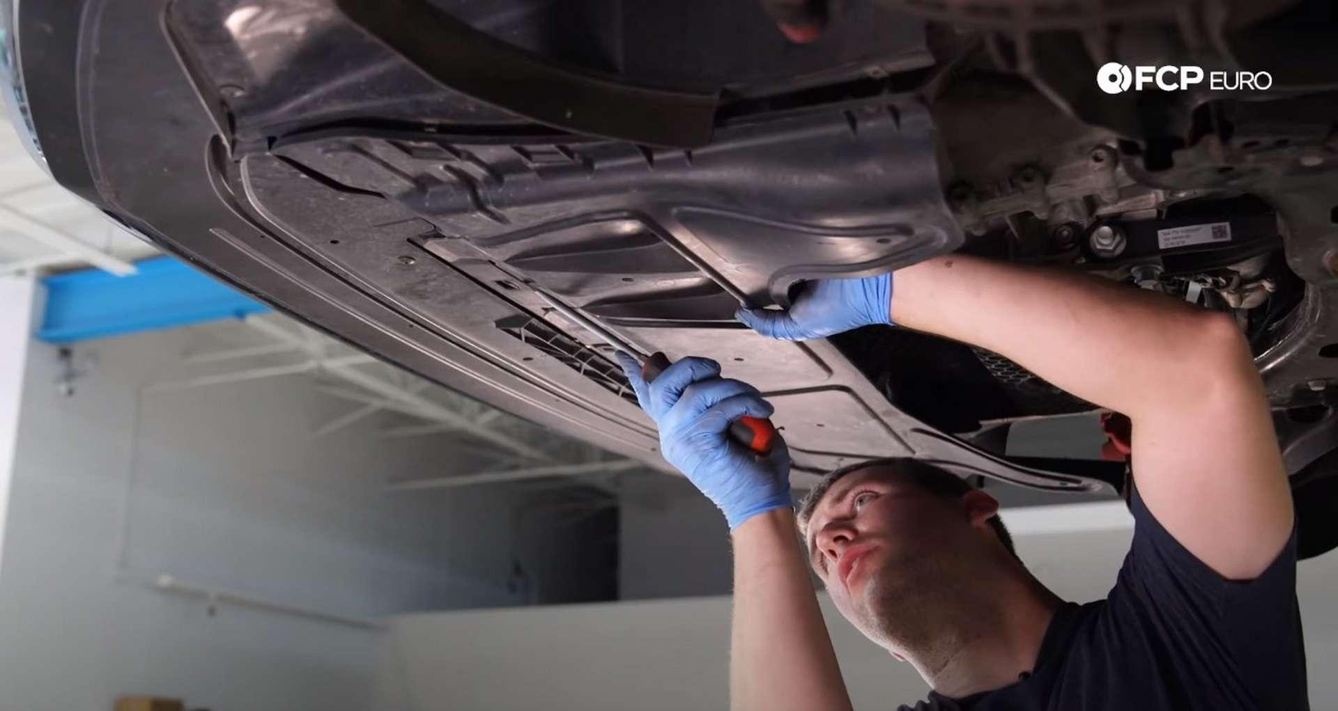 18-DIY_VW_GTI_Clutch-Job-Draining-Fluids