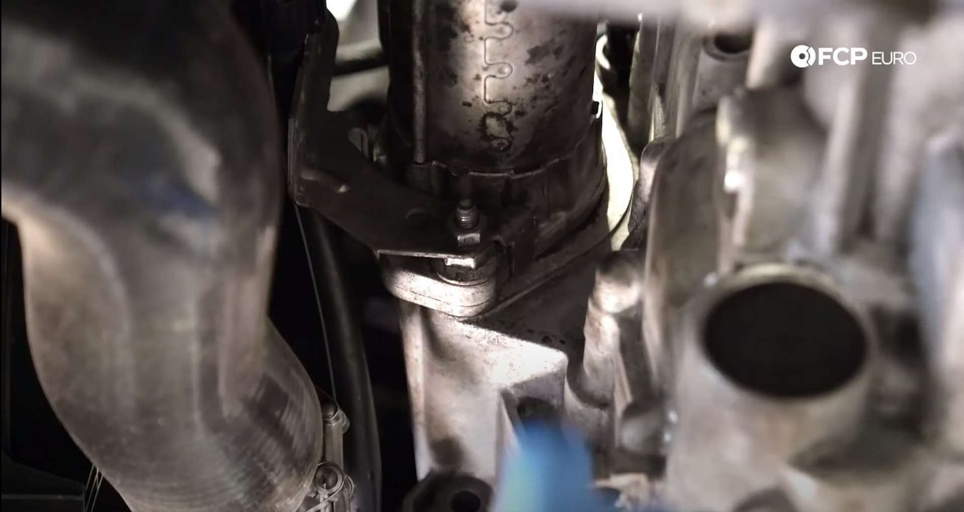21-DIY_VW_GTI_Clutch-Job-Draining-Fluids