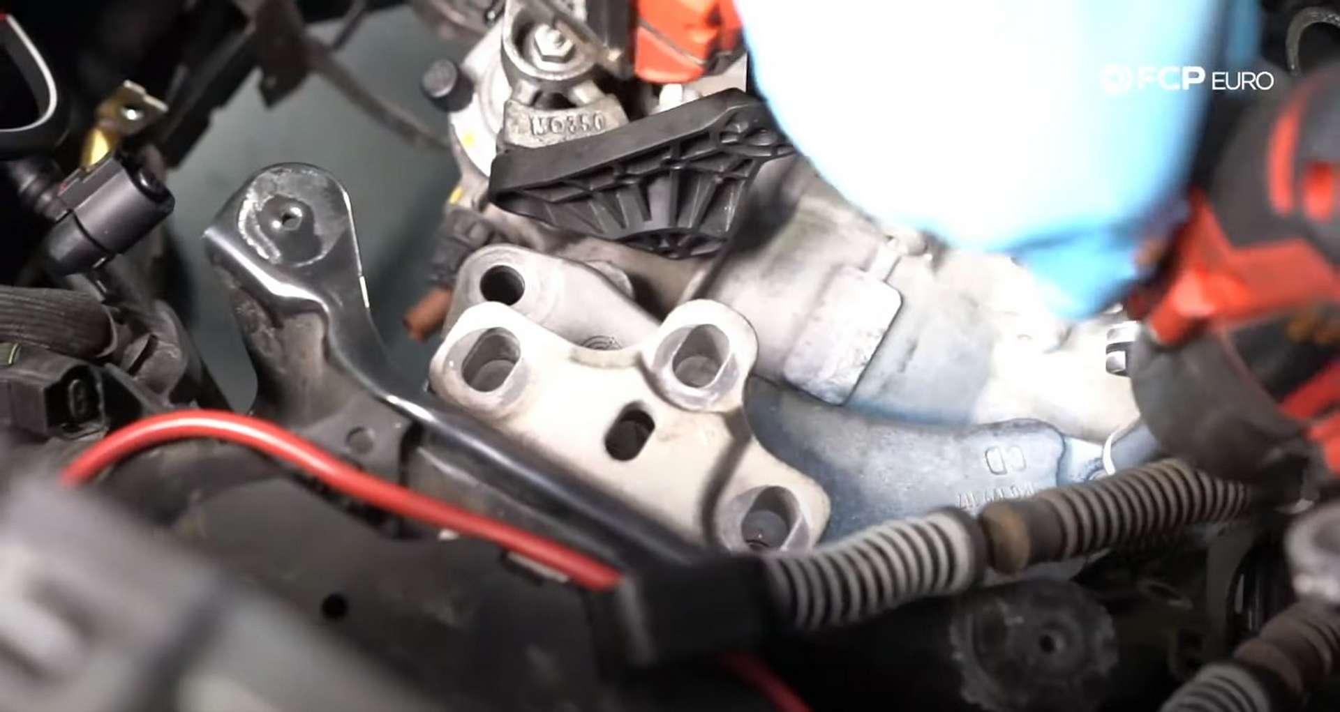 40-DIY_VW_GTI_Clutch-Job-Removing-Transmission