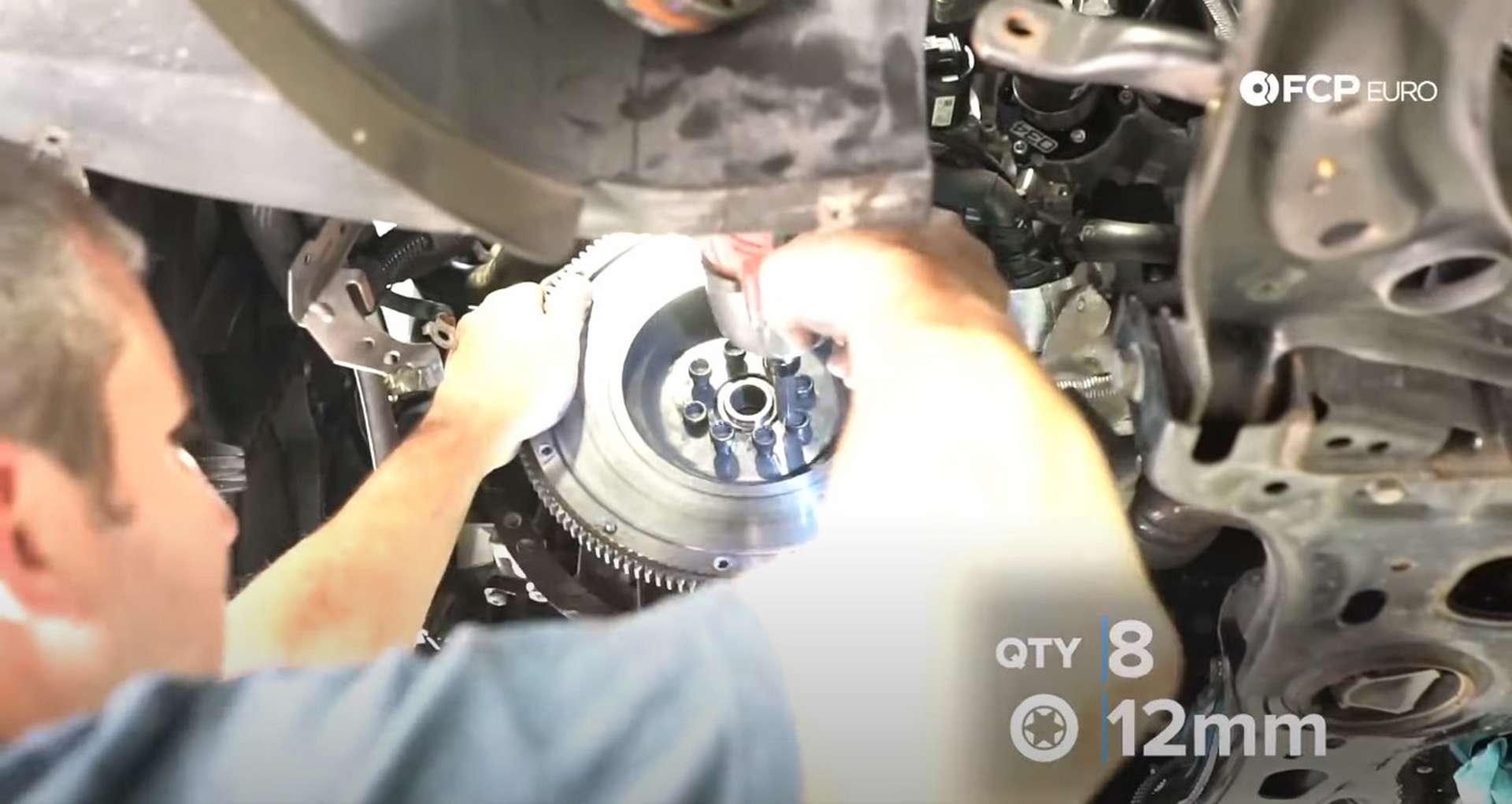 46-DIY_VW_GTI_Clutch-Job-Removing-Clutch