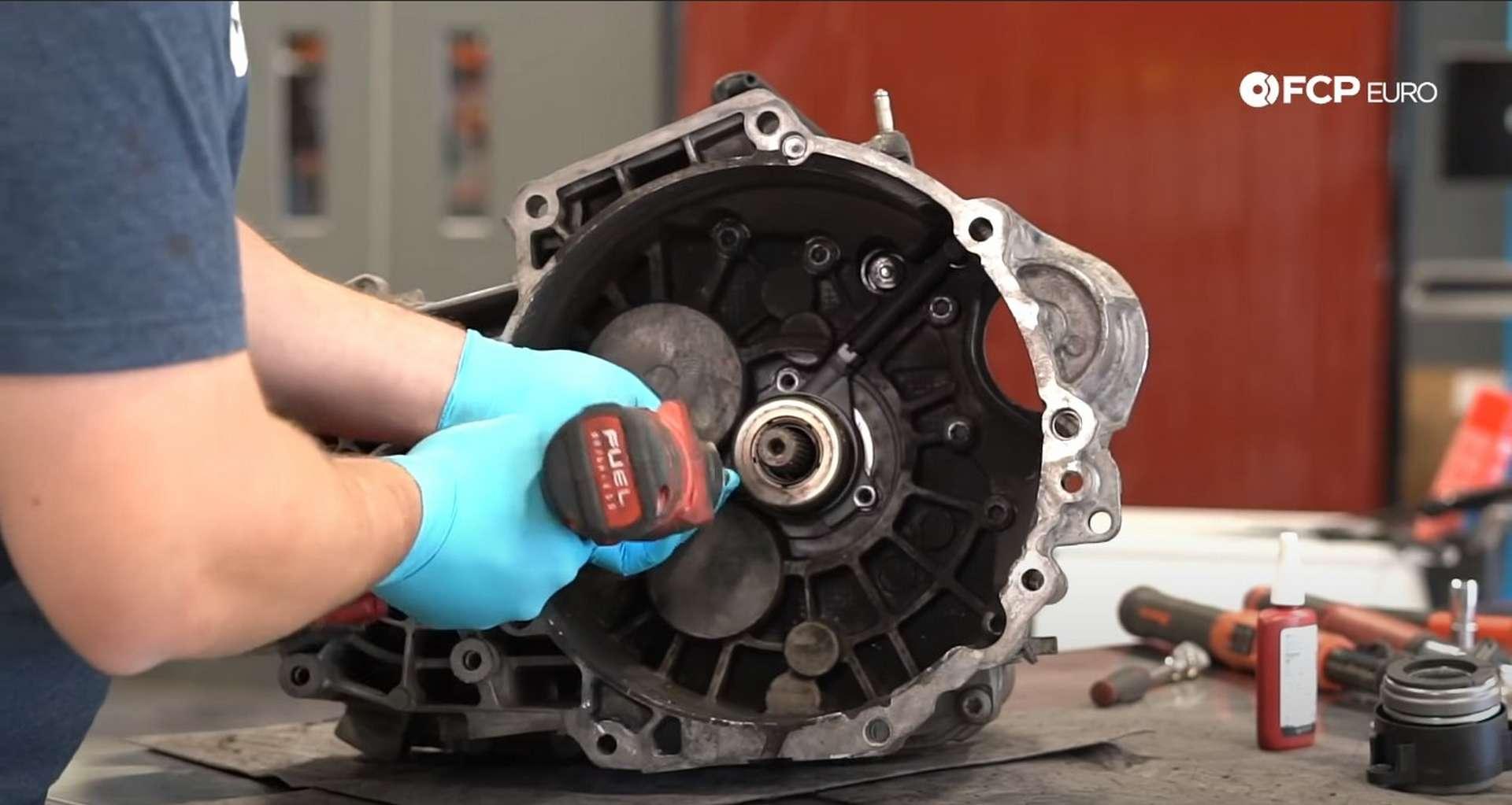 49-DIY_VW_GTI_Clutch-Job-Replacing-Throwout-Bearing