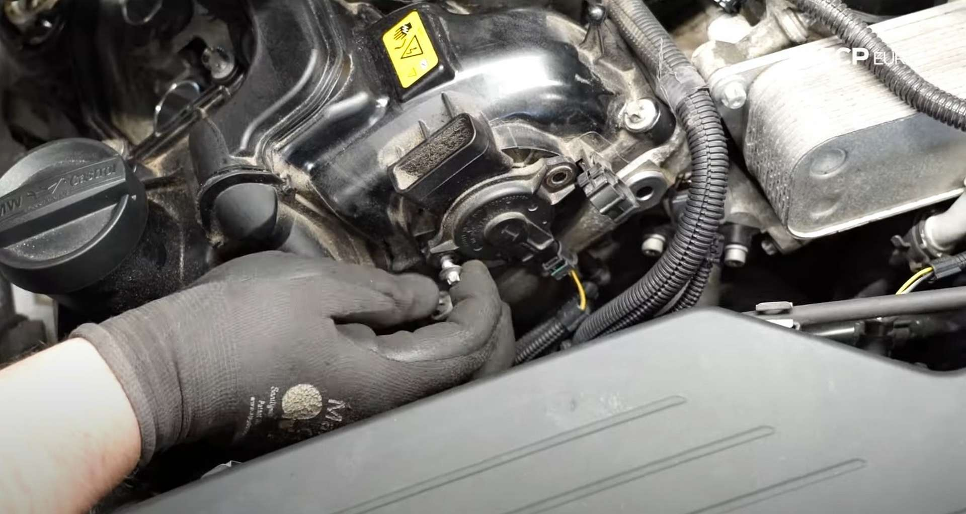 19-DIY-BMW-F30-Valve-Cover-Replacement_Removing-Mechanical-Components