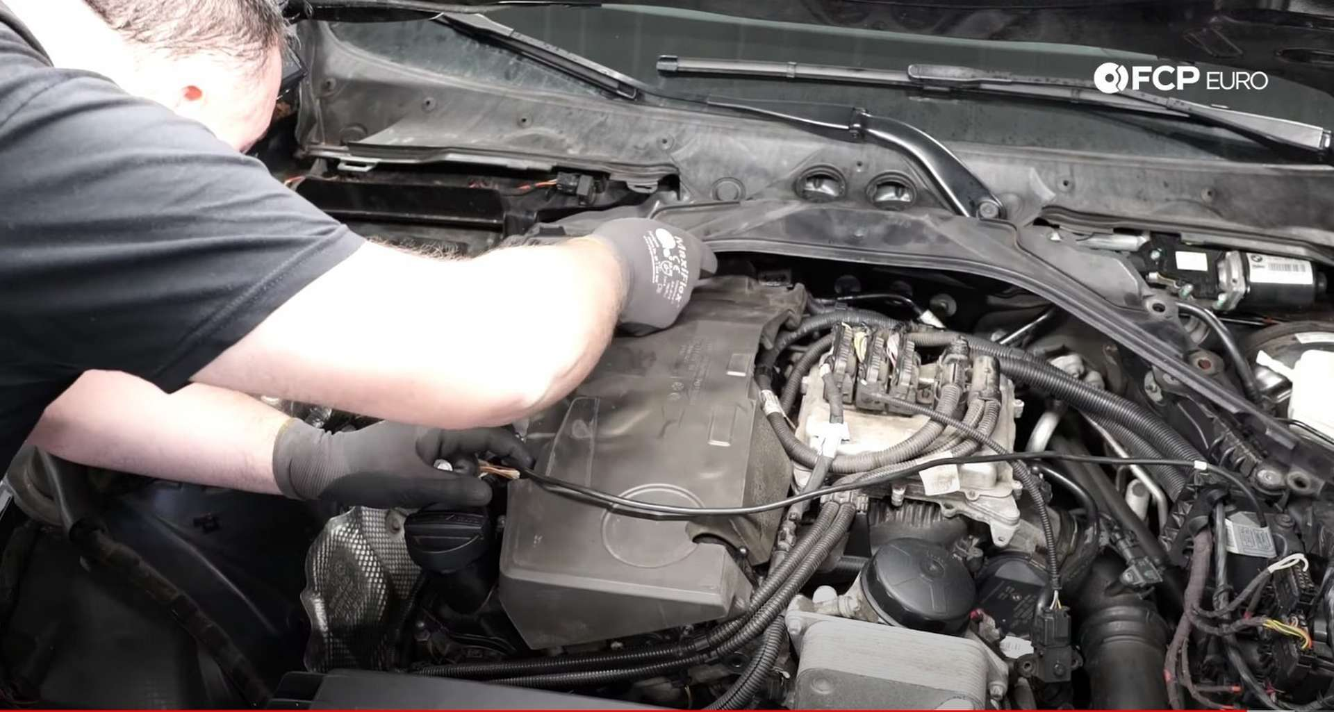 40-DIY-BMW-F30-Valve-Cover-Replacement_Refitting-Plastics