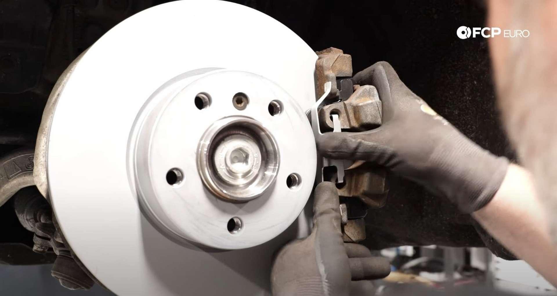 09-DIY-BMW-F30-Front-Brake-Service_Refitting-The-Caliper