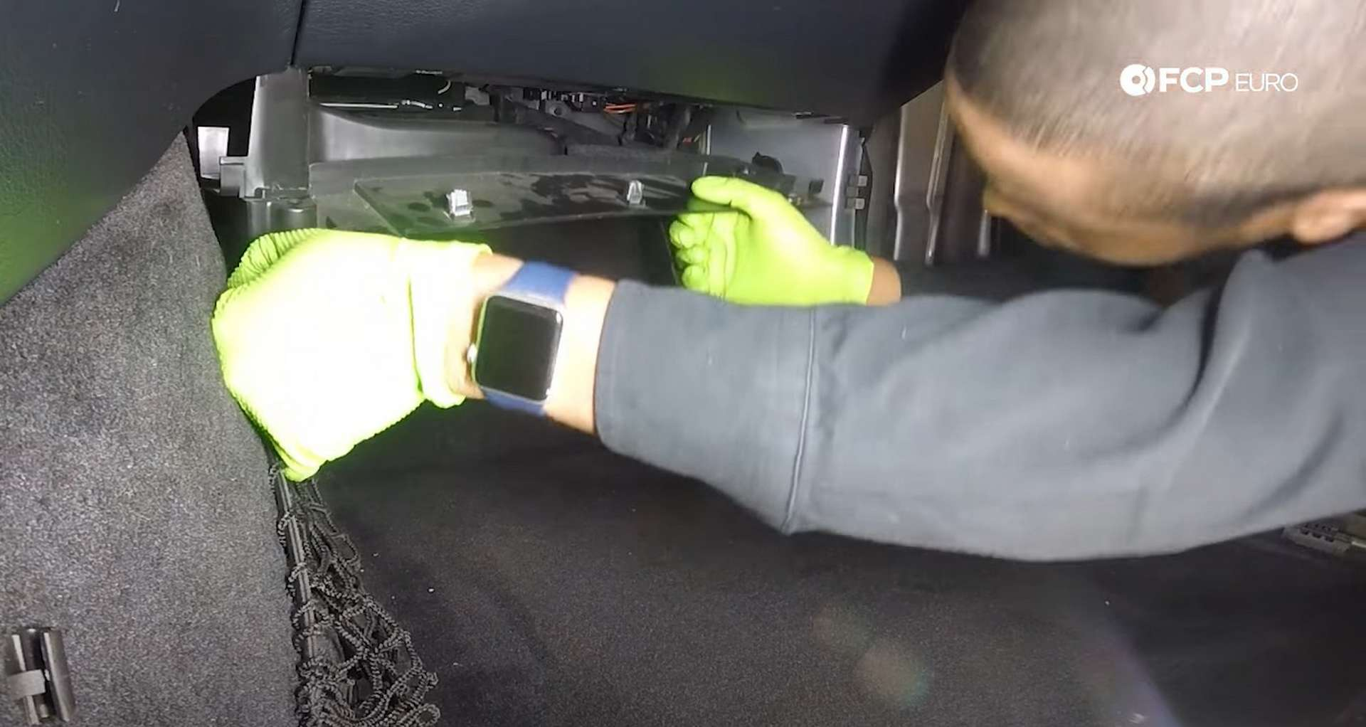 03-DIY-Mercedes-W205-Aux-Battery-Replacement_Exposing-Battery