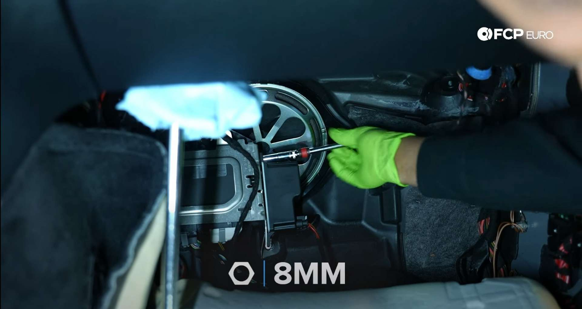 06-DIY-Mercedes-W205-Aux-Battery-Replacement_Replacing-Battery