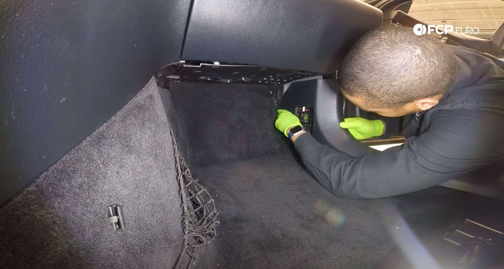 08-DIY-Mercedes-W205-Aux-Battery-Replacement_Replacing-Battery
