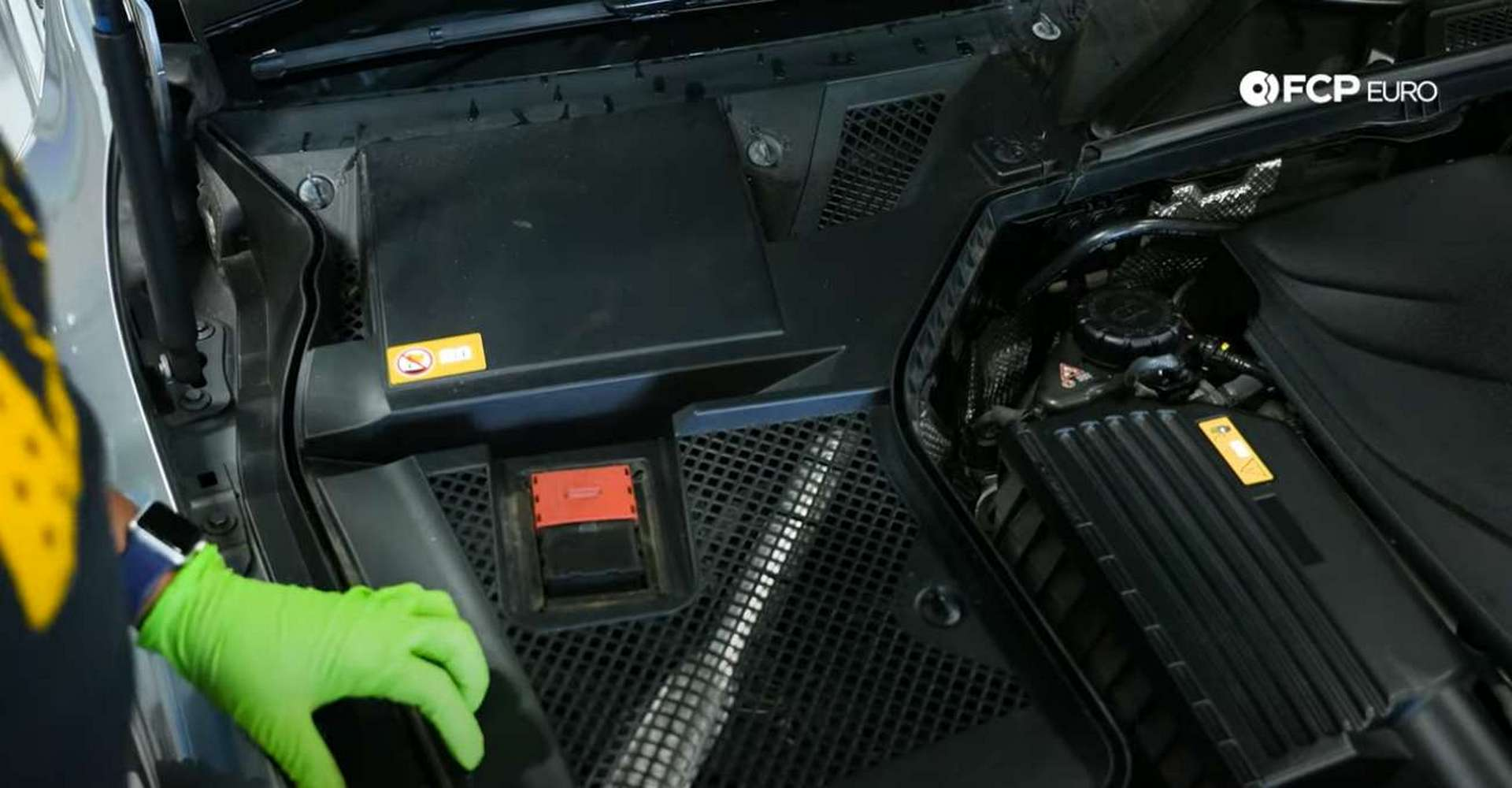 02-DIY-Mercedes-W205-Battery-Replacement_Accessing-Battery