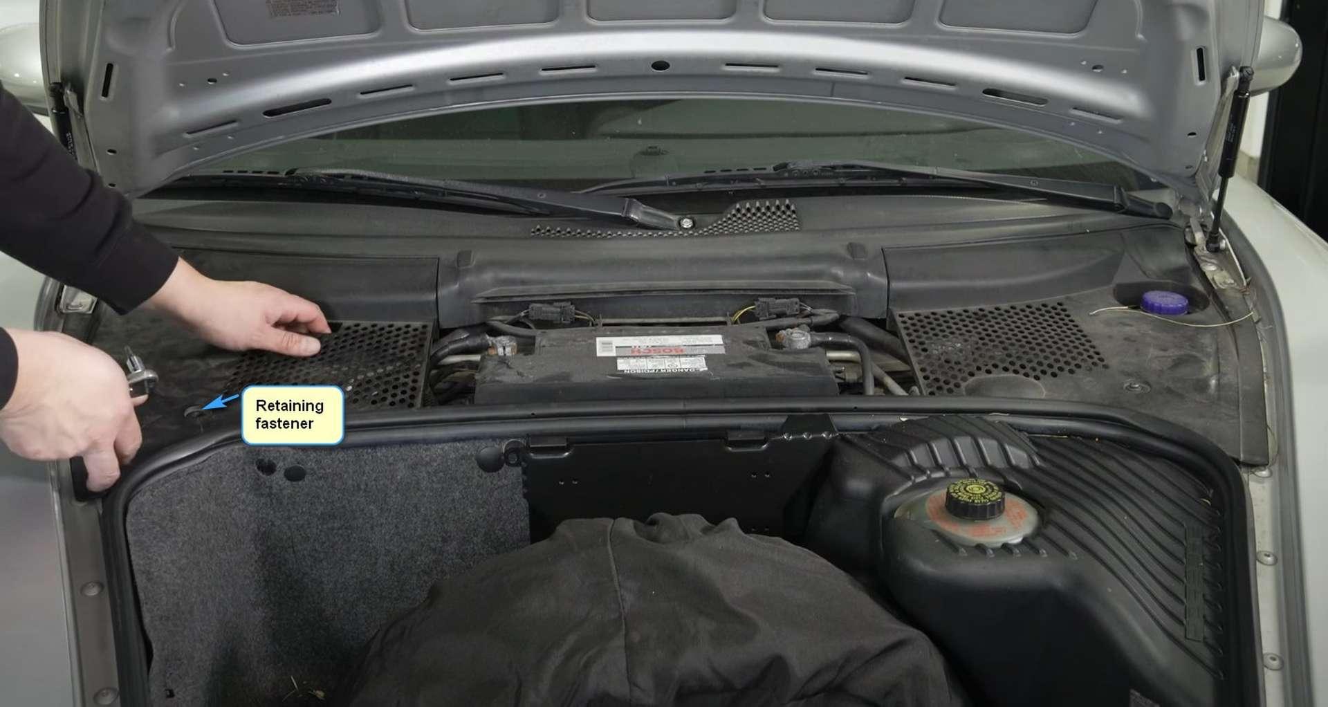 04-DIY-Porsche-996-Cabin-Filter_Accesssing-Filter