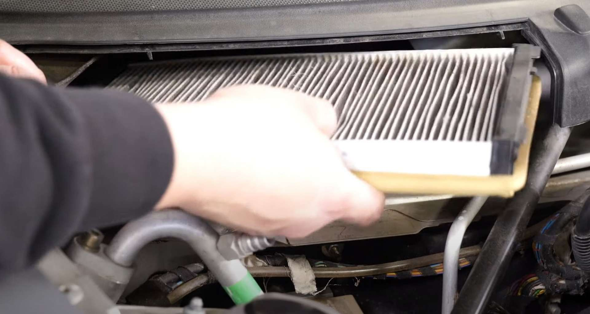06-DIY-Porsche-996-Cabin-Filter_Replacing-Filter