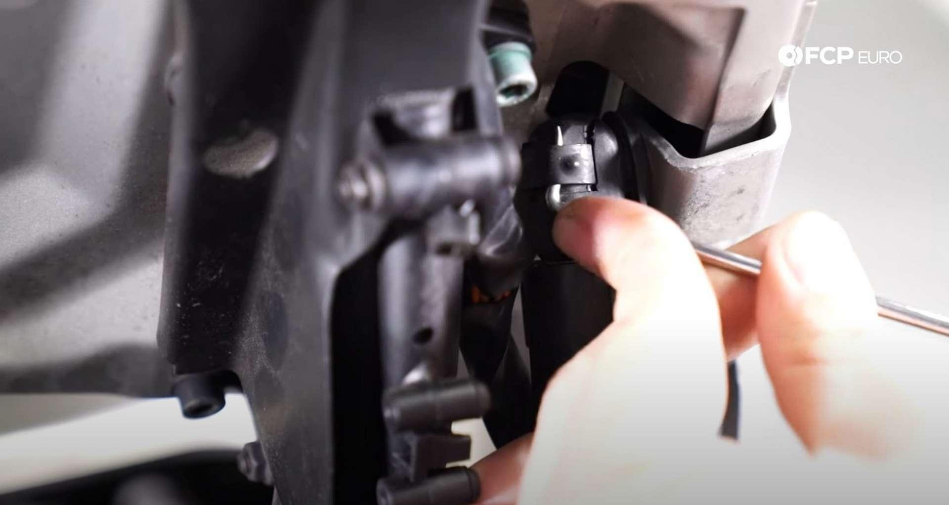 05-DIY-Porsche-996-Hood-Strut-Replacement_Engine-Lid-Struts