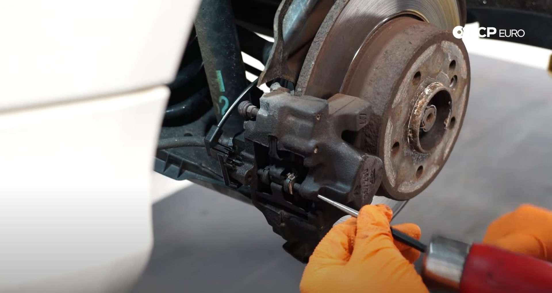 03-DIY-Mercedes-W203-Rear-Brake-Service_Removing-Caliper